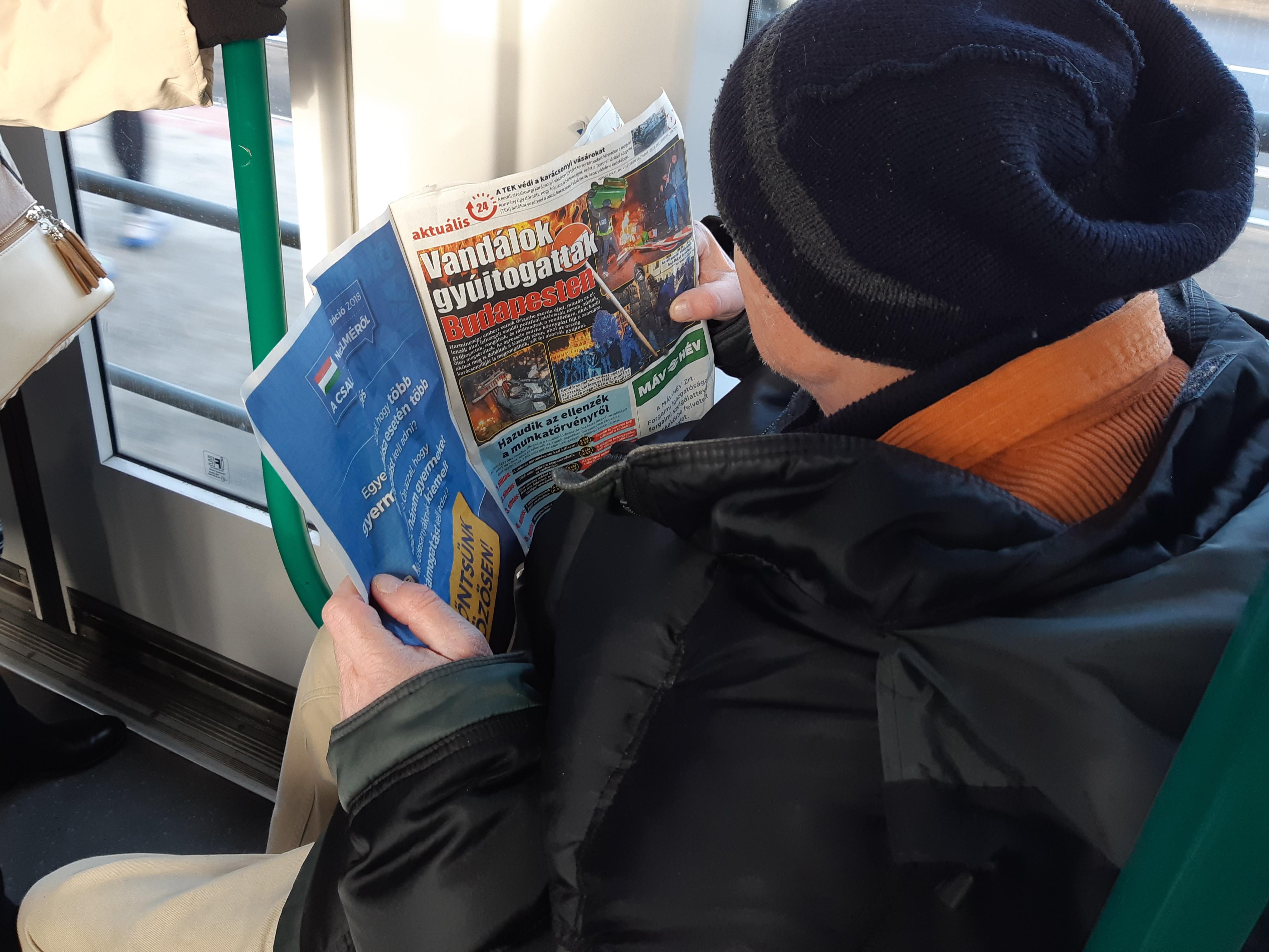 Nagy gondban van Habony volt lapja: alig férnek el a cikkek az állami hirdetésektől