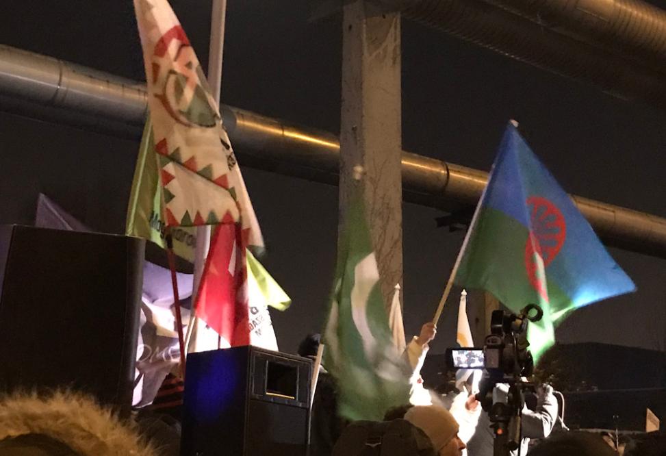 Egymás mellett lengett a romák és a Jobbik zászlója