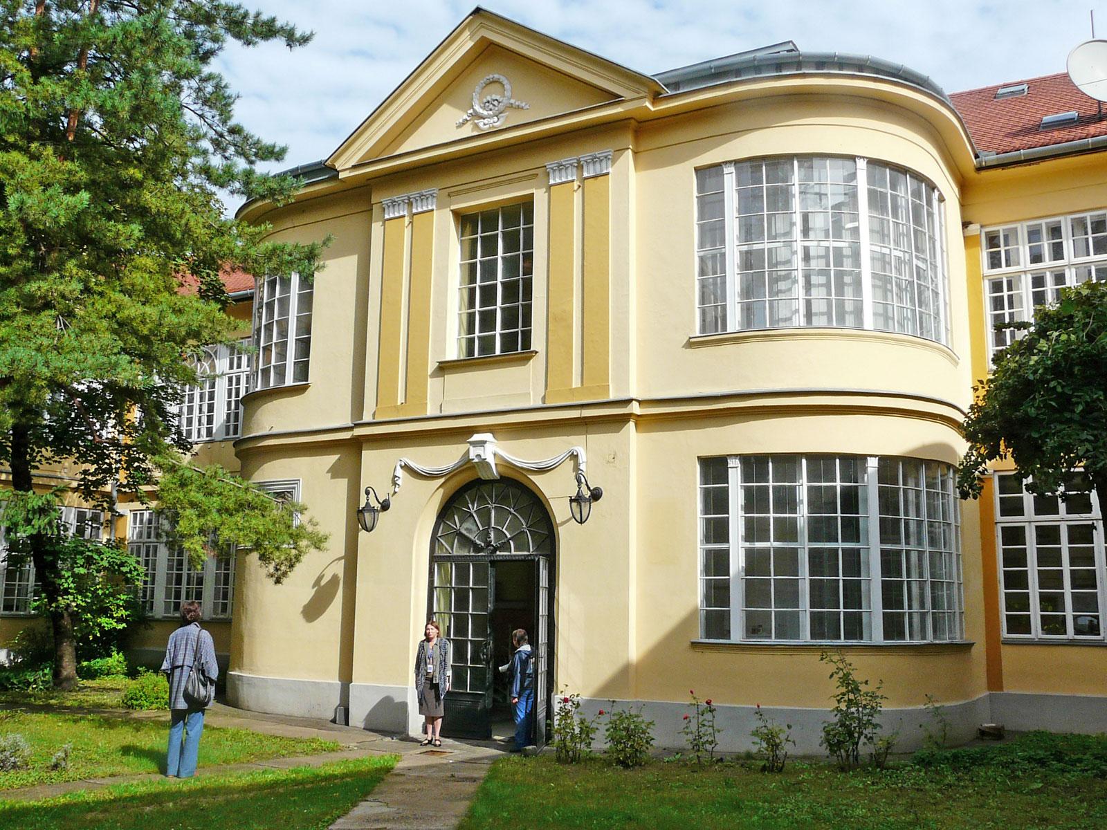 A Színháztörténeti Múzeum és Intézetet is vidékre költöztetné a kormány