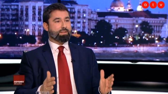 A Fidesz szóvivője szerint a tüntetők nem szánkókra költik az összegyűjtött pénzt, hanem a Soros-hálózatnak adják