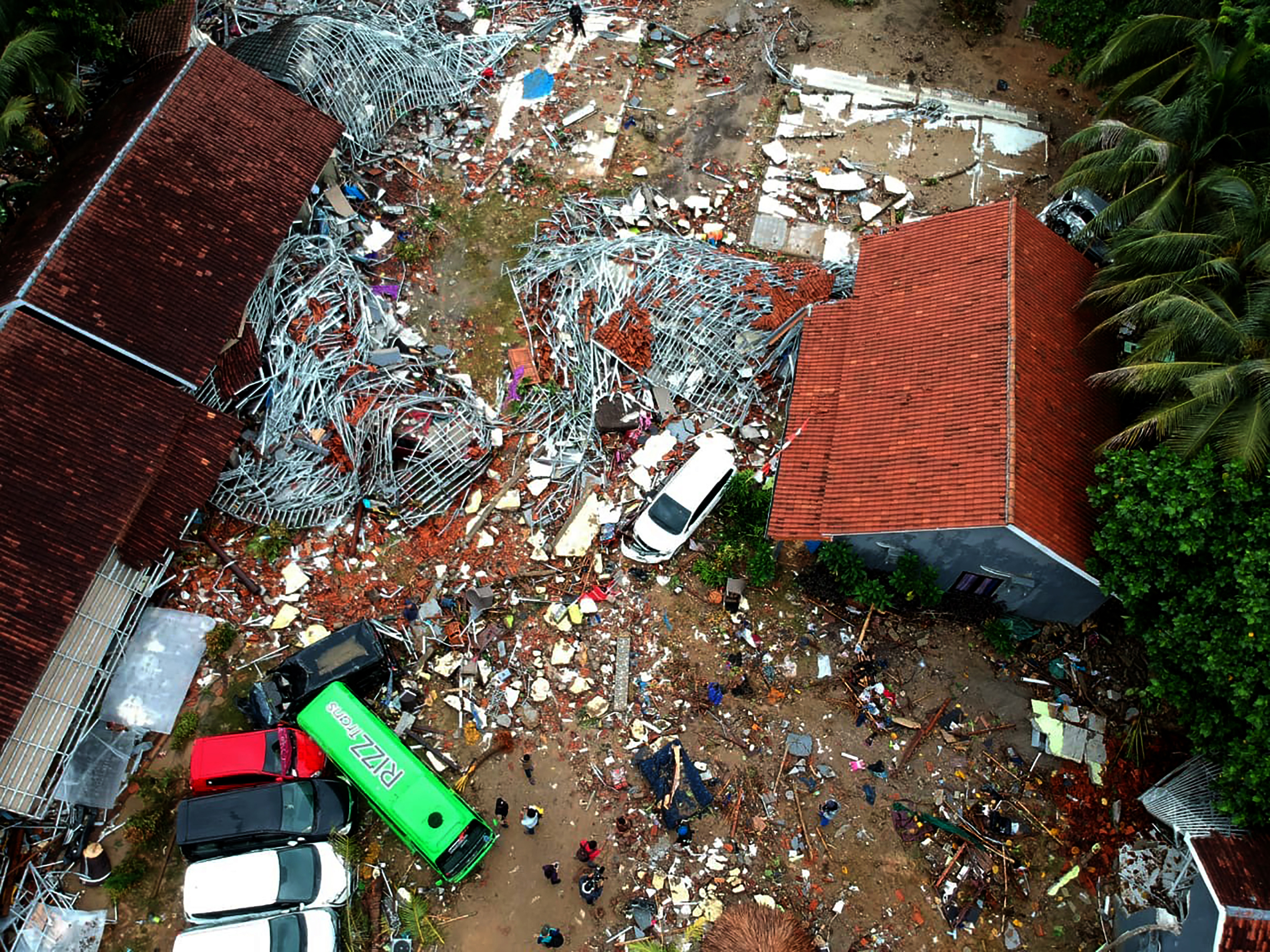 Már 400-nál is több halottja van az indonéziai cunaminak