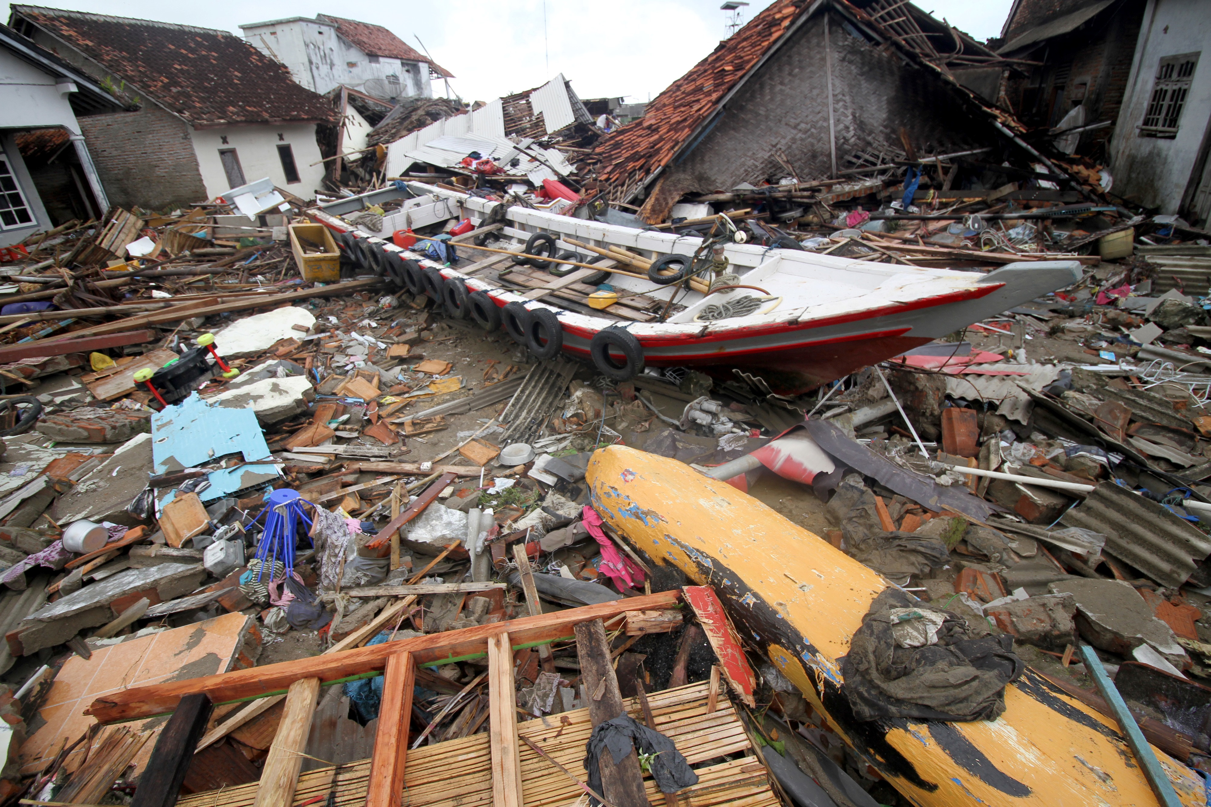 Már legalább 281 halottja van az indonéziai cunaminak