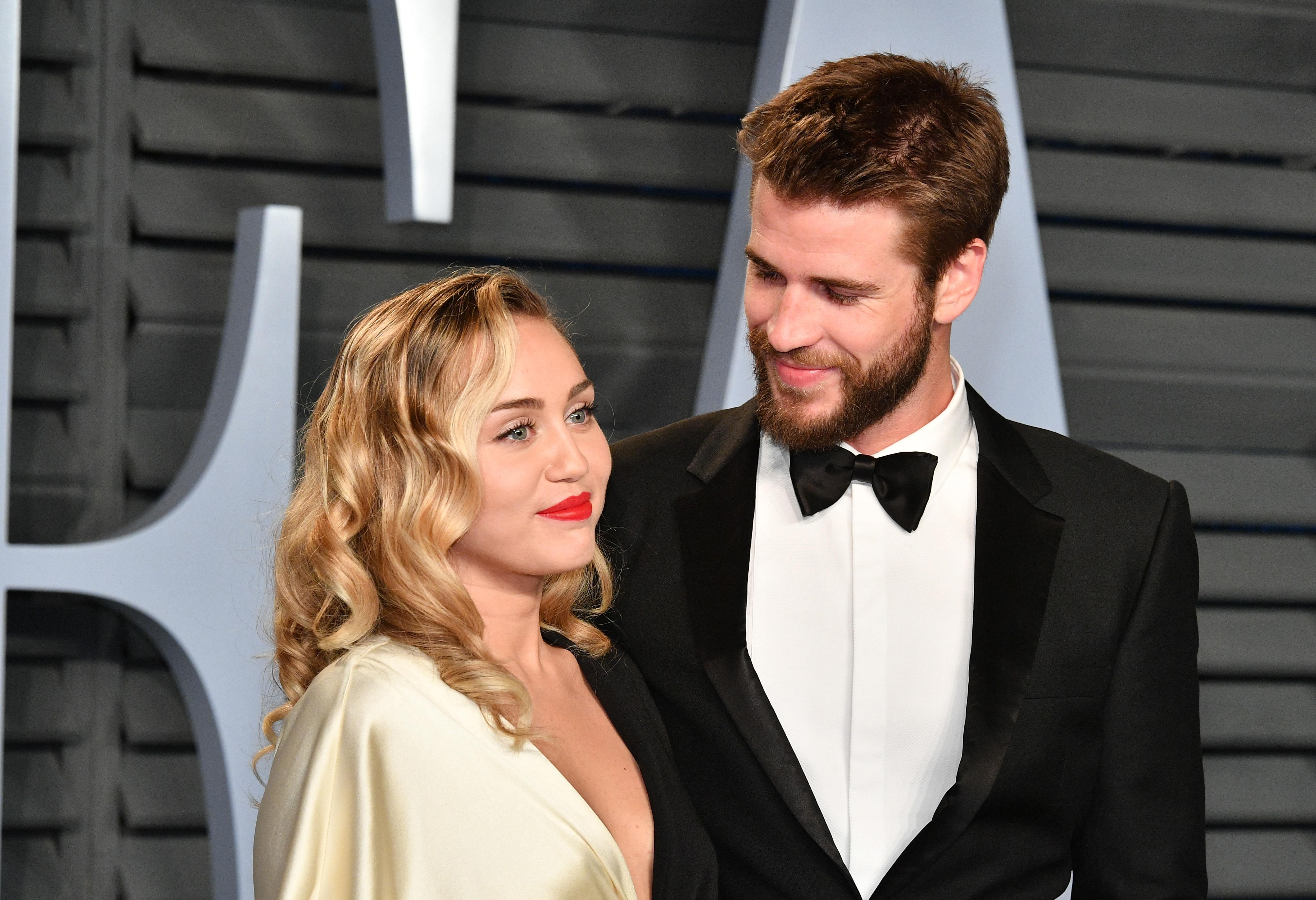 Összeházasodott Miley Cyrus és Liam Hemsworth