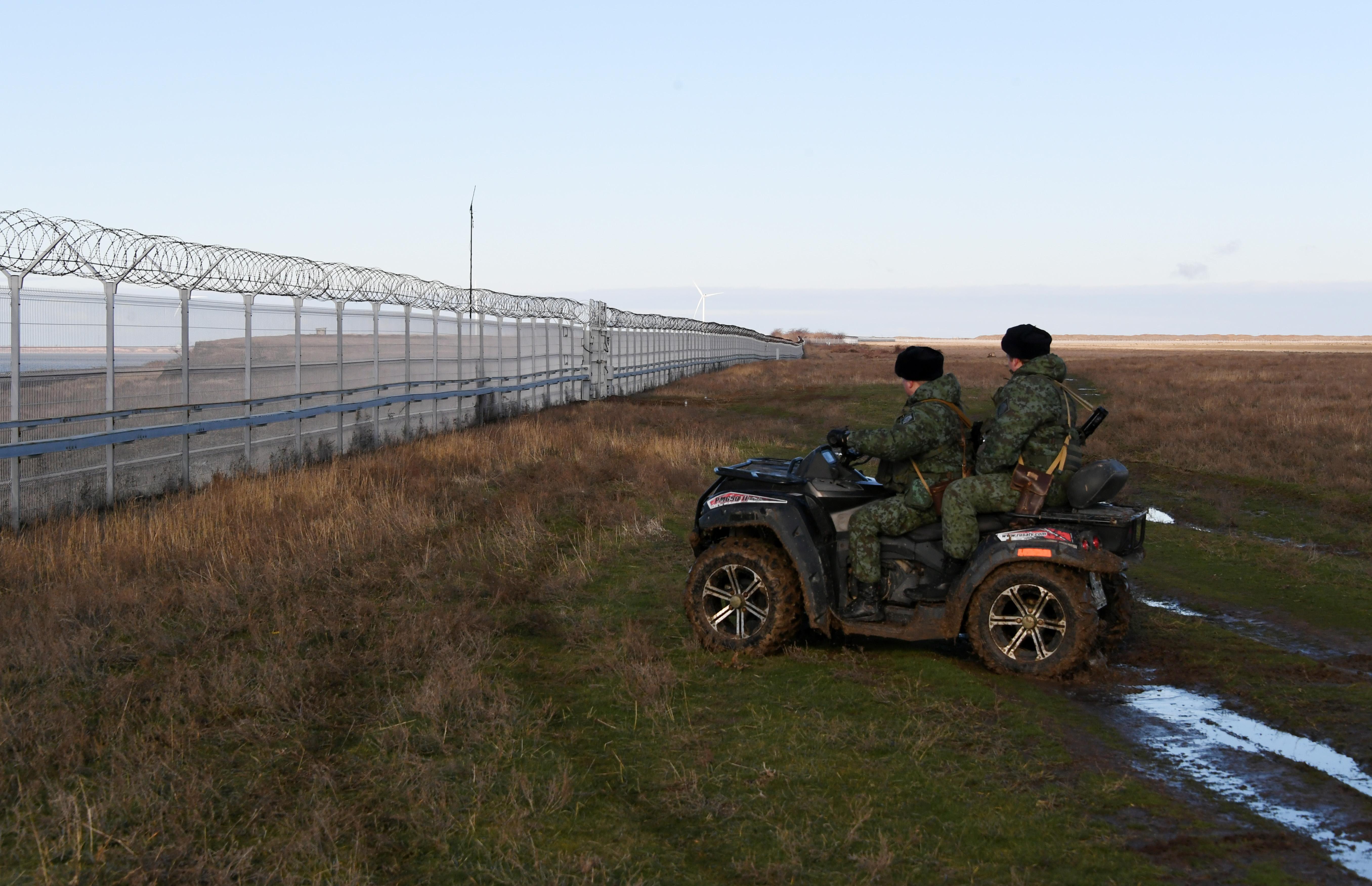 Az oroszok határkerítést építettek a Krím határára
