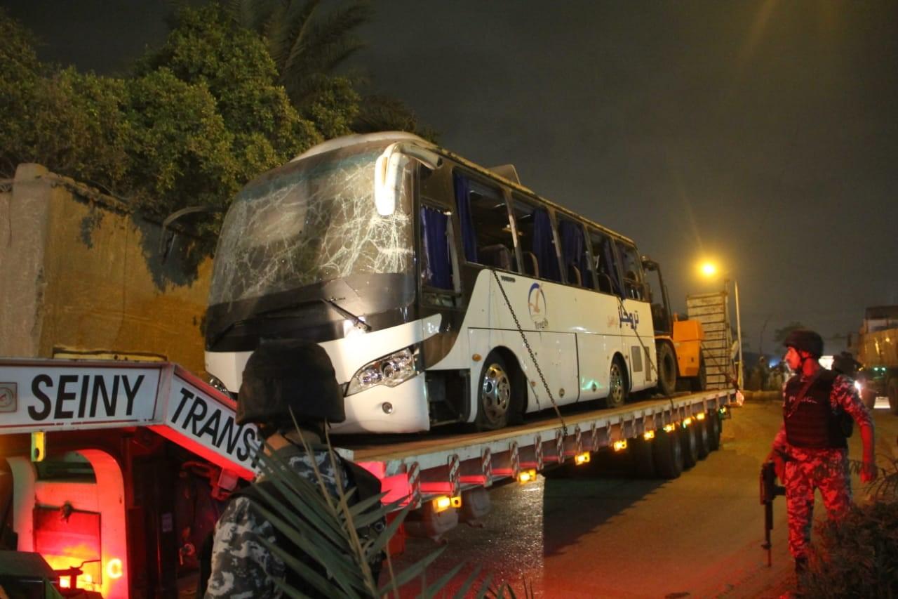 40 fegyveressel végzett az egyiptomi belügy, miután pénteken ismeretlenek felrobbantottak egy turistabuszt