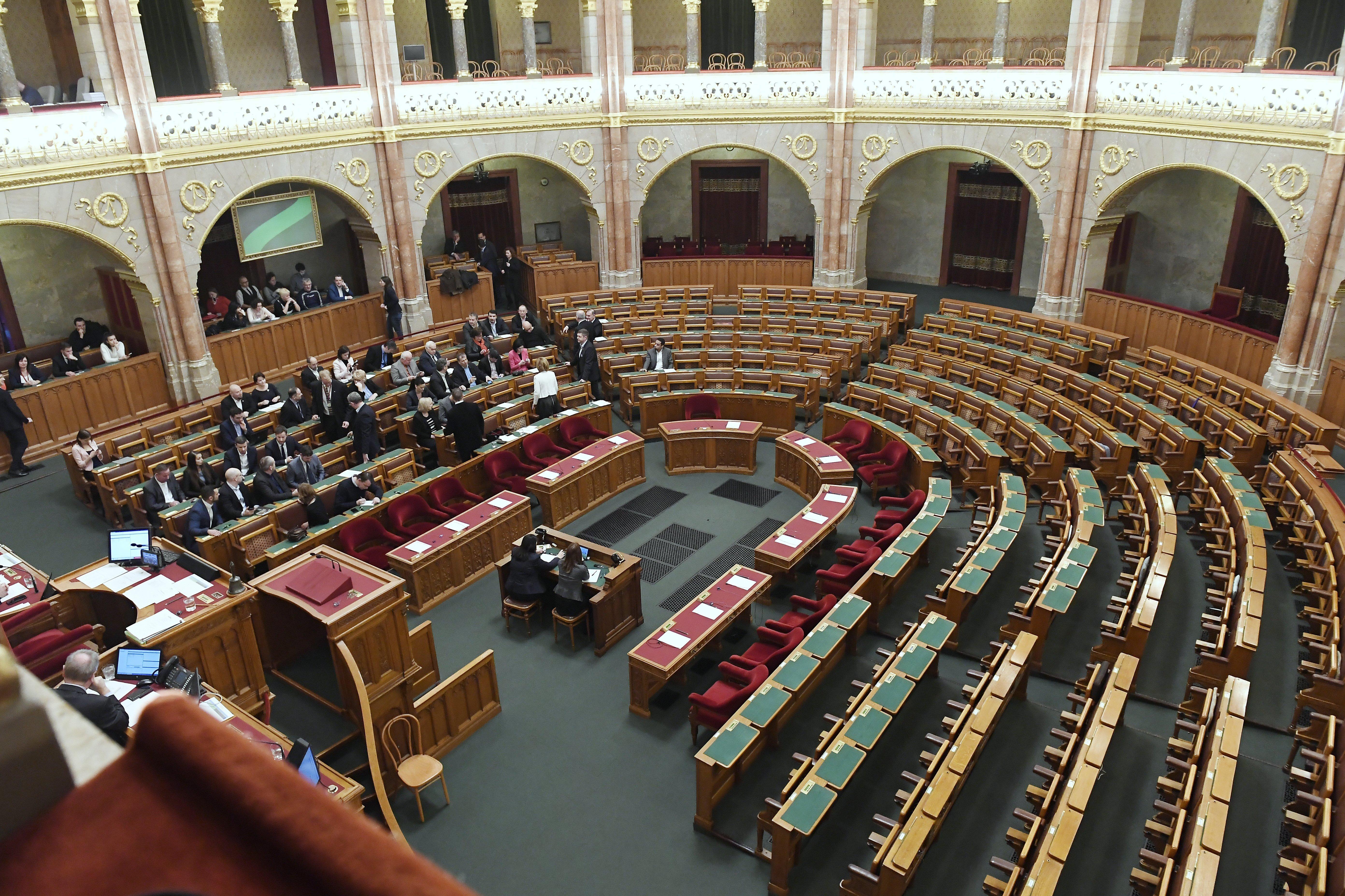 Kövér László a mai ülésre nem engedte be a politikusok vendégeit