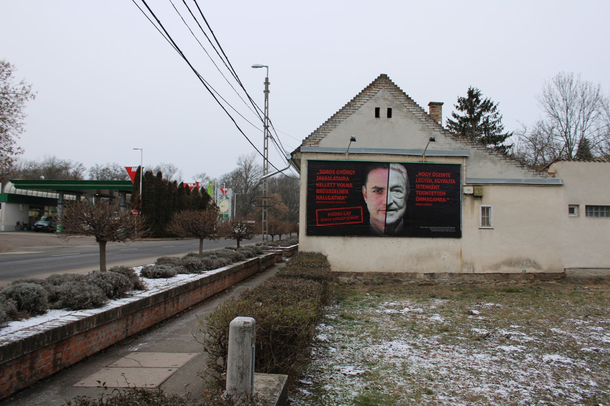 Egy Fidesz-közeli egyesület kiplakátolta Hódmezővásárhelyt azzal, hogy Márki-Zay magyarellenes