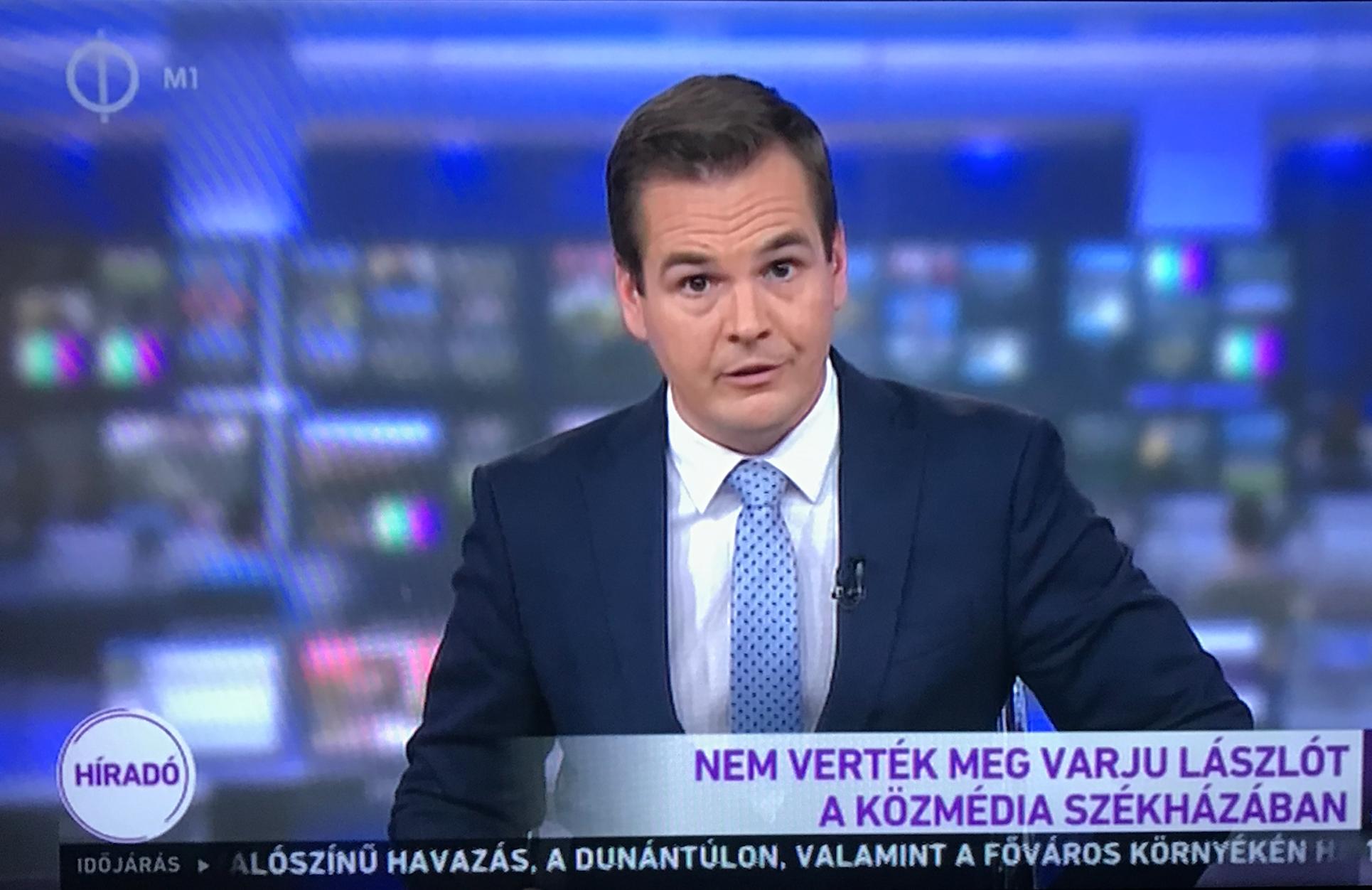 Az M1 híradóban bemondták, hogy az eltitkolt felvételeken semmi új nincs, Varju támad, az őrök végzik a munkájukat