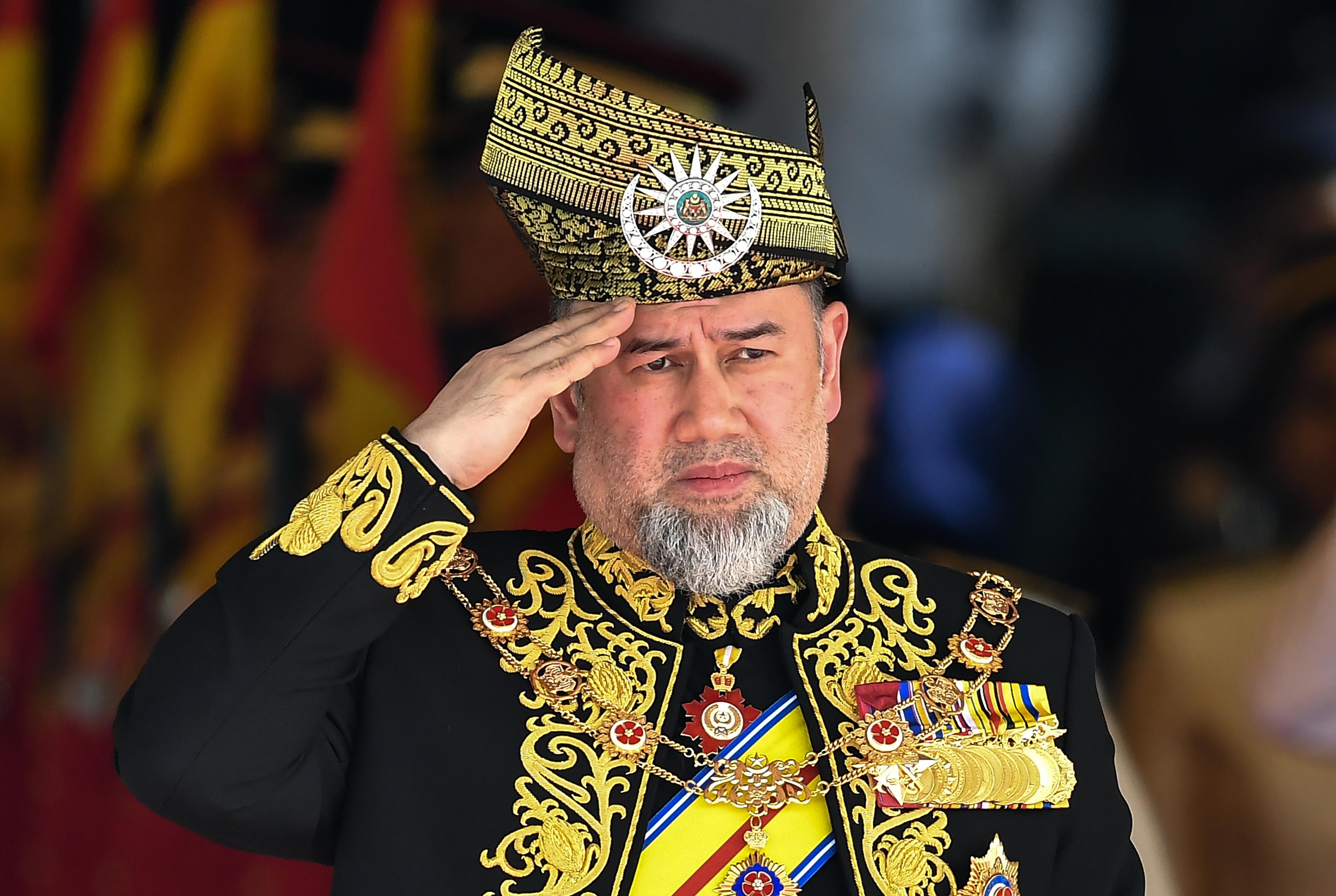 Váratlanul lemondott V. Muhammad malajziai király