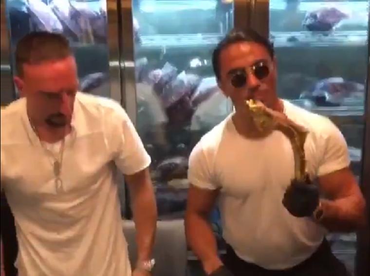 A Bayern megbírságolta Ribéryt, amiért csúnyán válaszolt a kommentelőknek a Twitteren