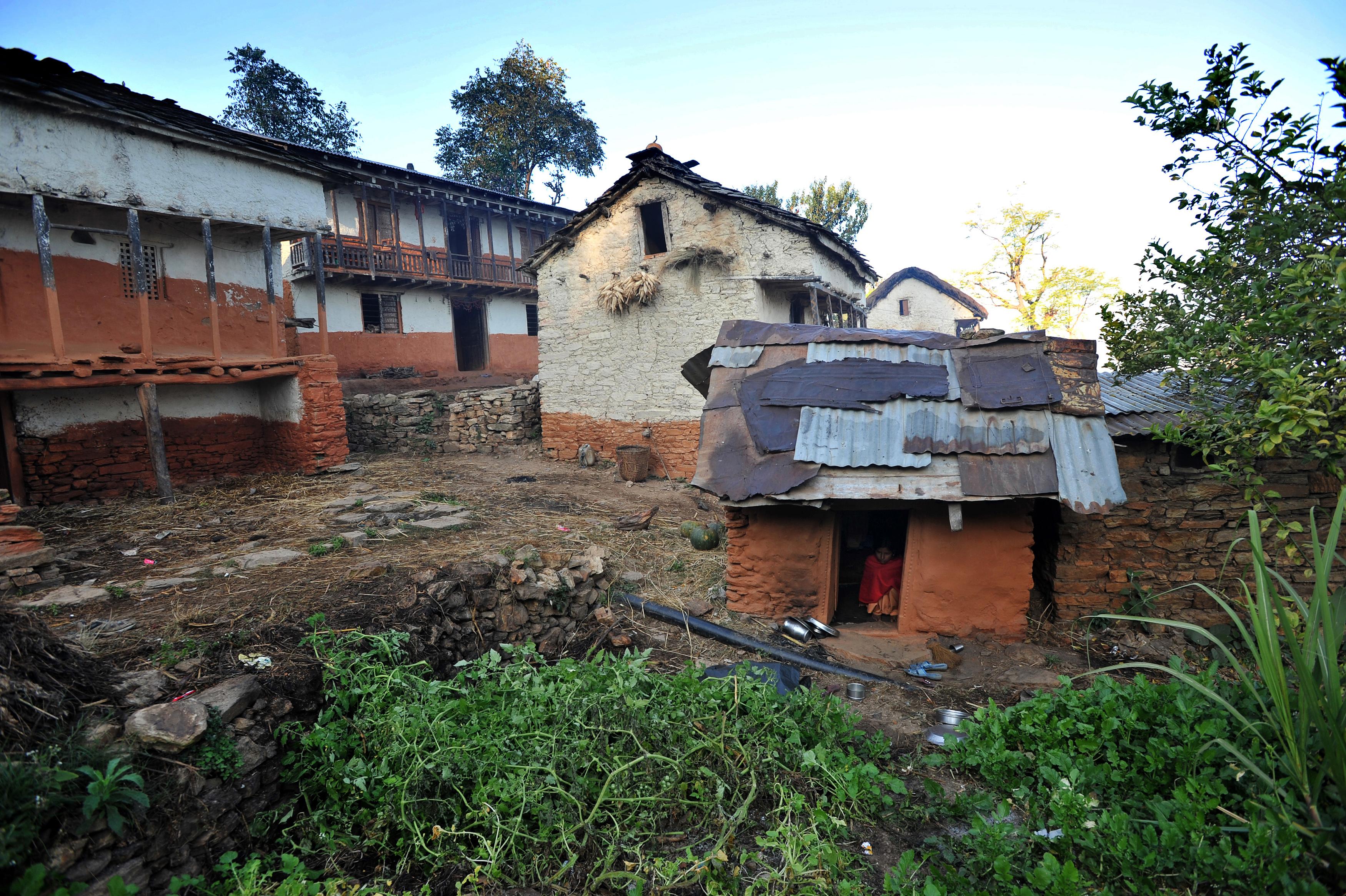 Menstruációs kunyhóba űzött nő és két gyereke halt meg Nepálban
