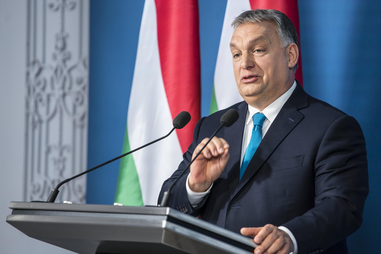 Orbán a kutatók tiltakozására azt válaszolta, fontos, hogy a párbeszéd során ne félinformációk irányítsanak minket