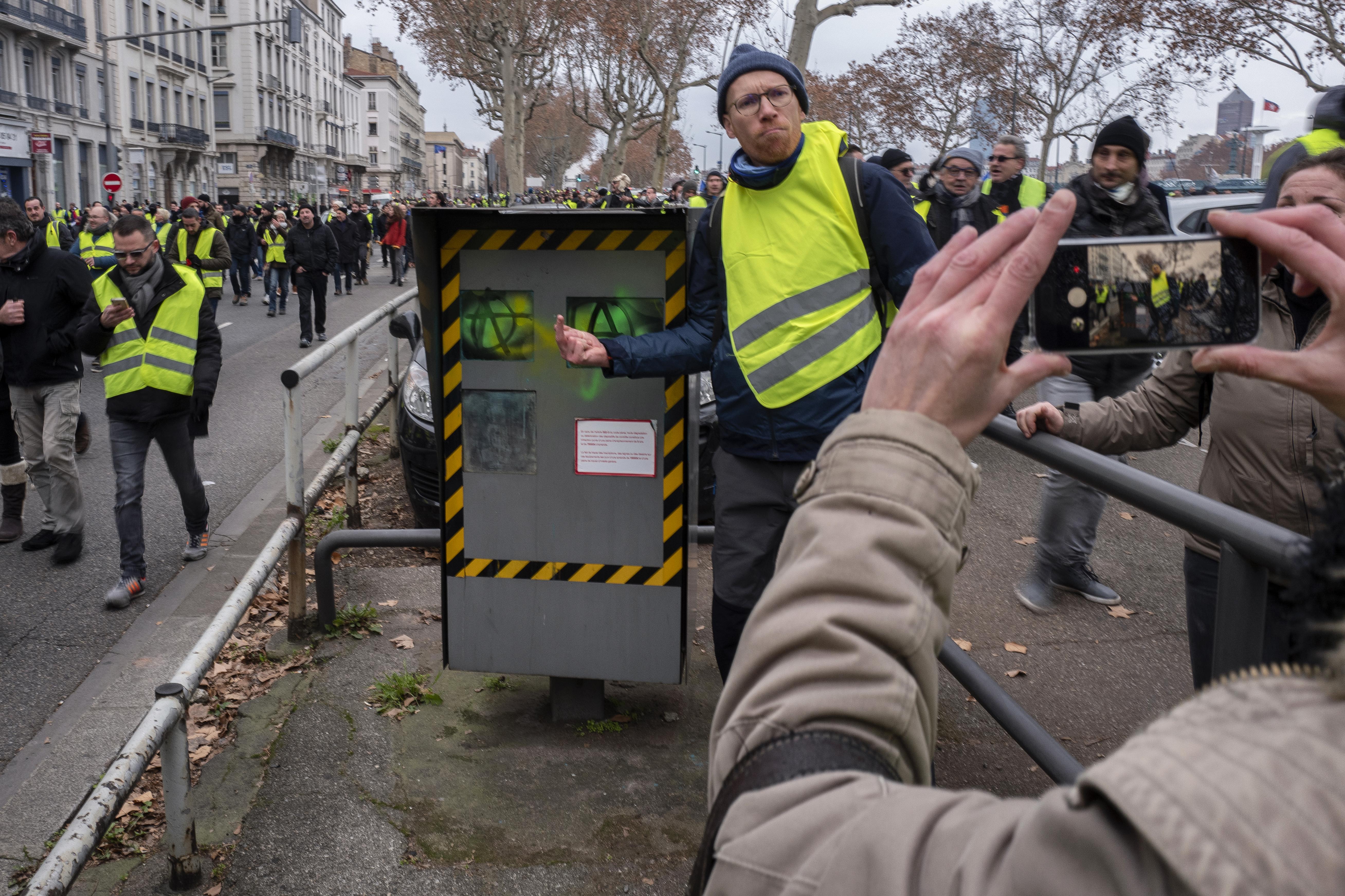 Már a francia traffipaxok 60 százalékát rongálták meg a sárga mellényes tüntetők