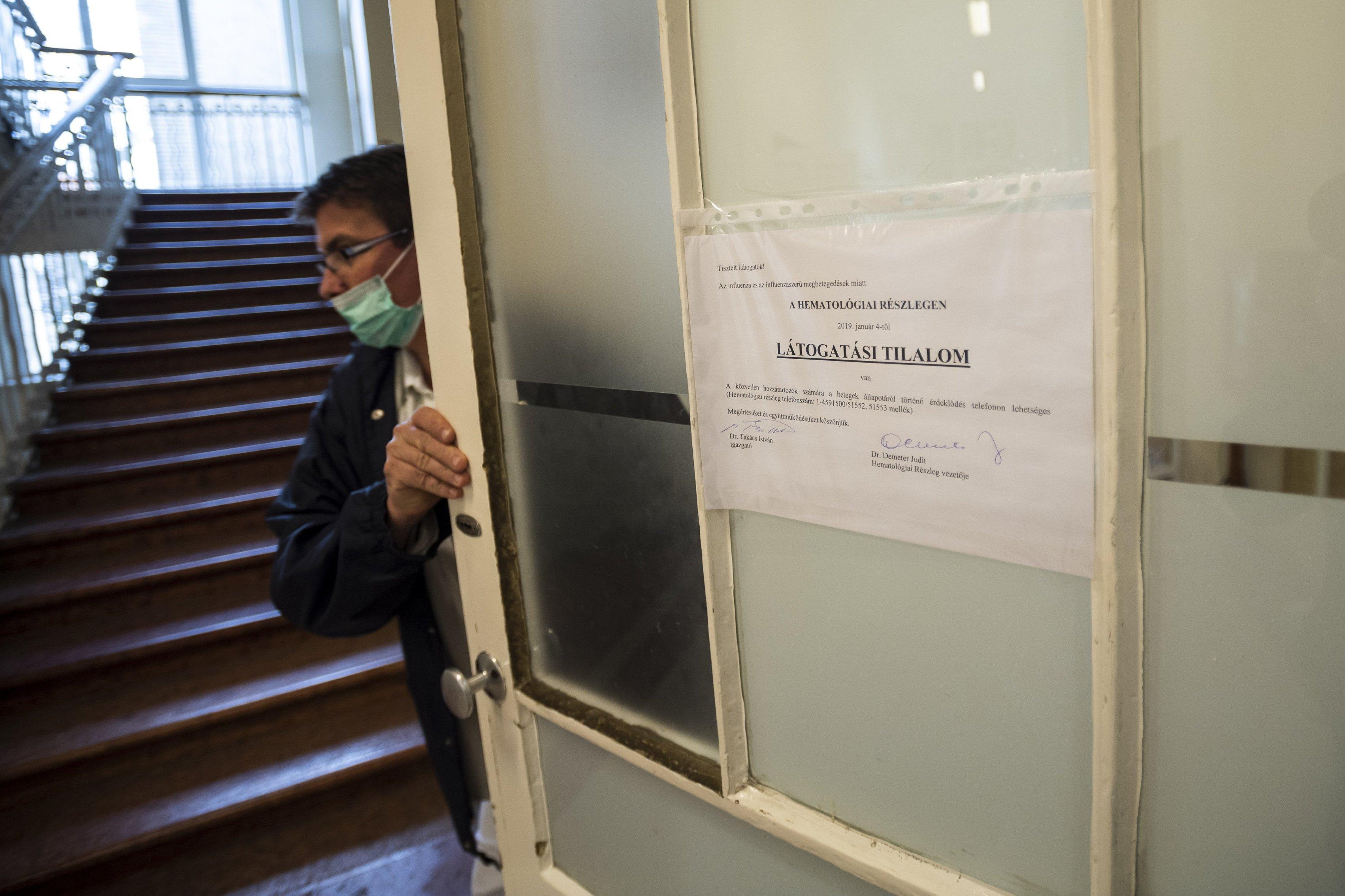 Látogatási tilalmat rendeltek el több kórházban is