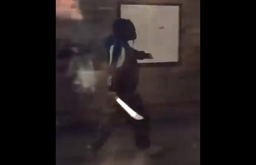 Bozótvágó késsel mászkált a londoni metróban, áramot kapott