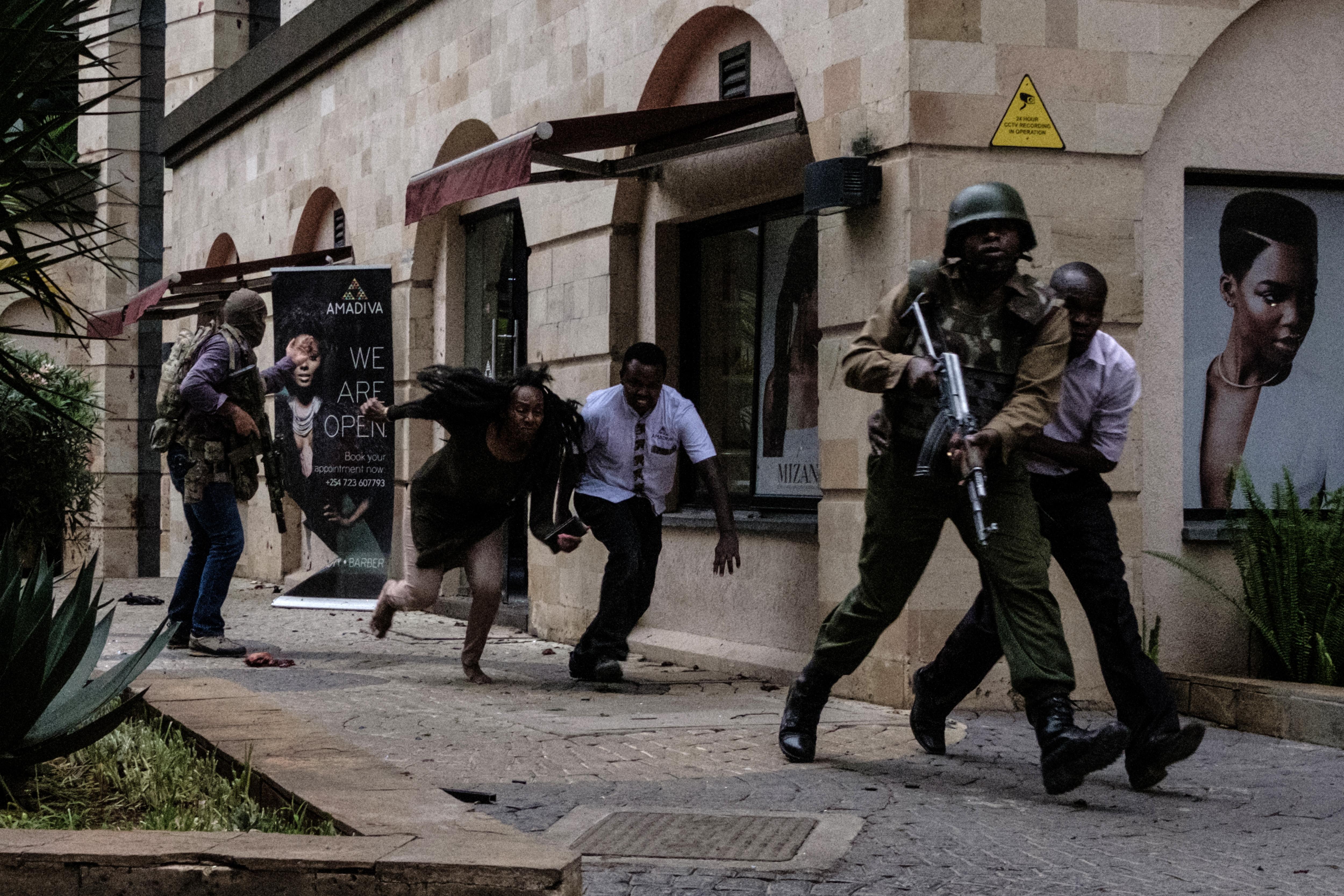 """Véget ért az ostrom Nairobiban, a biztonsági erők """"megsemmisítették"""" a támadókat"""