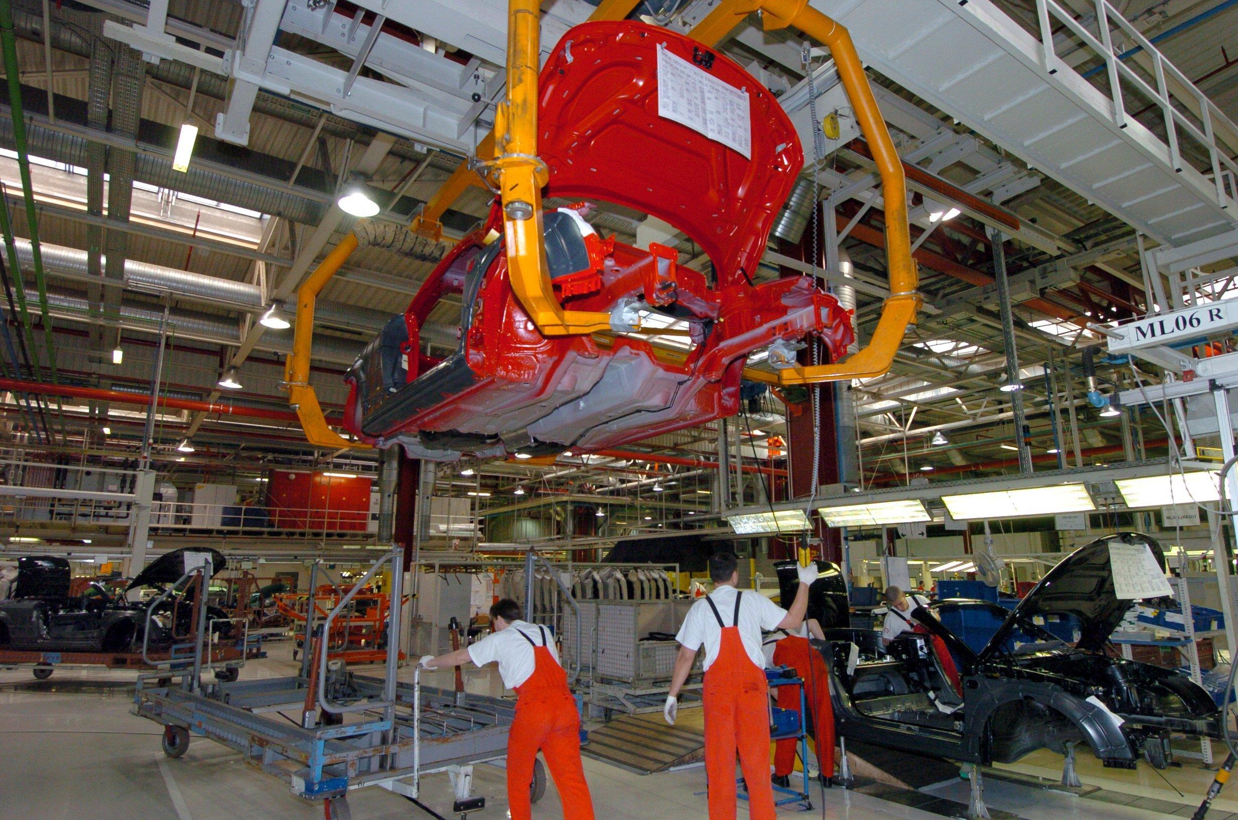 Újraindul a termelés a győri Audi-gyárban