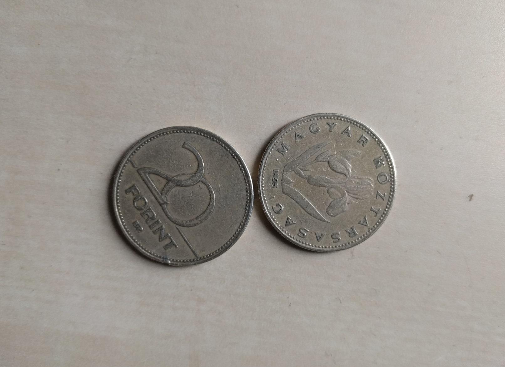 Újabb mélypont: 334 forint fölé ment az euró