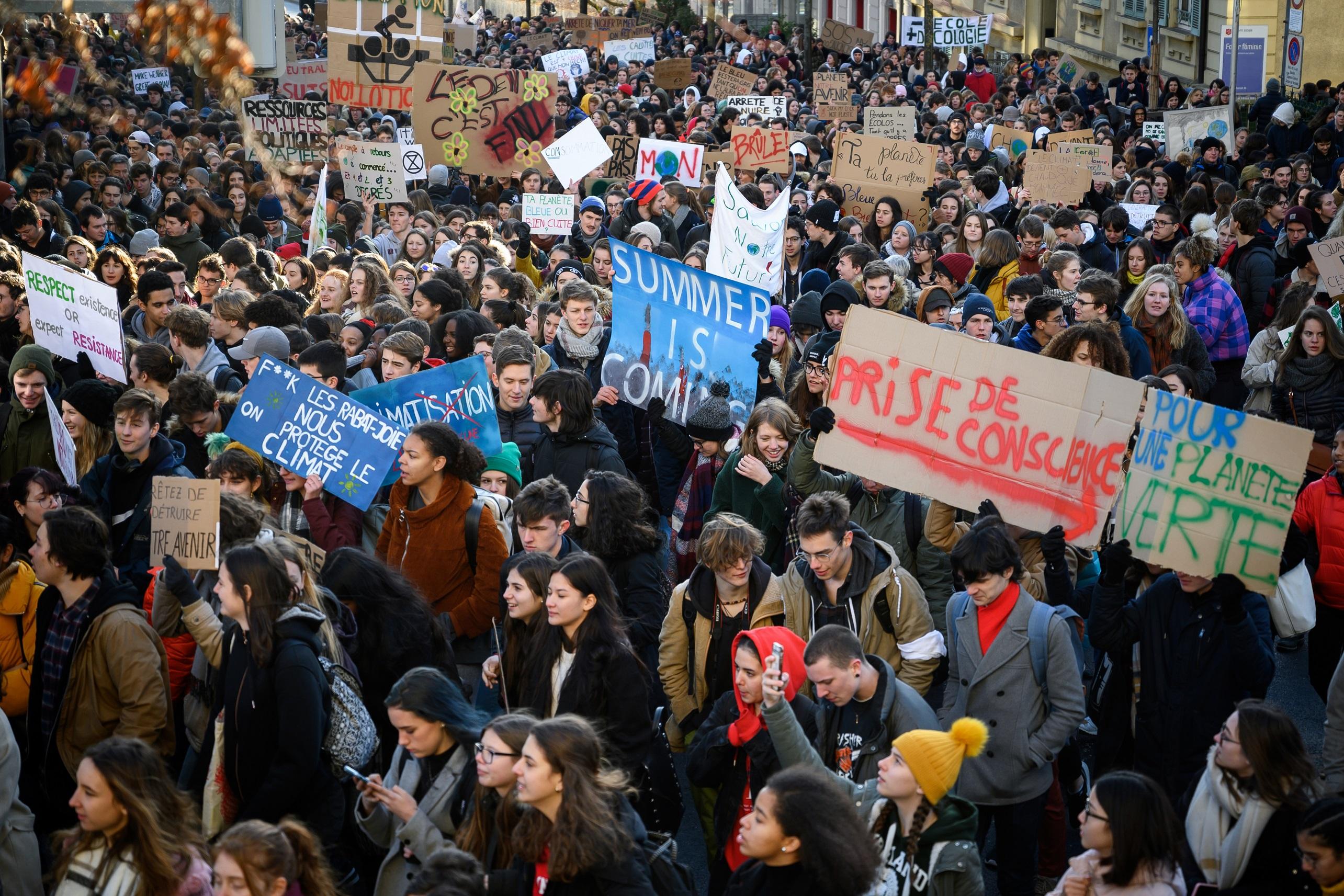 Diákok ezrei tüntettek Németországban és Svájcban a klímaváltozás ellen