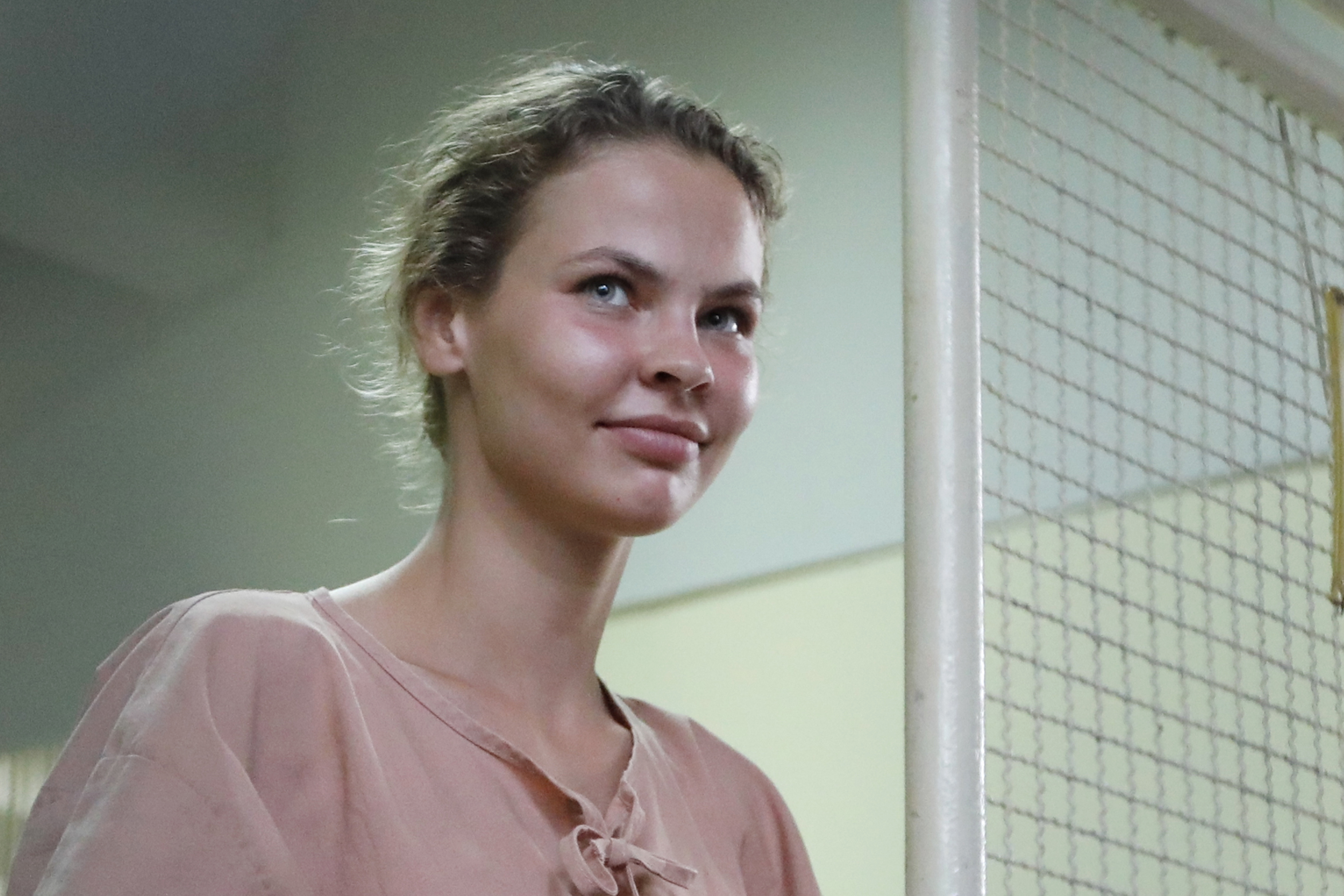 Elengedték a fehérorosz eszkortnőt, aki azt állította, bizonyítékai vannak az amerikai elnökválasztásba való orosz beavatkozásra