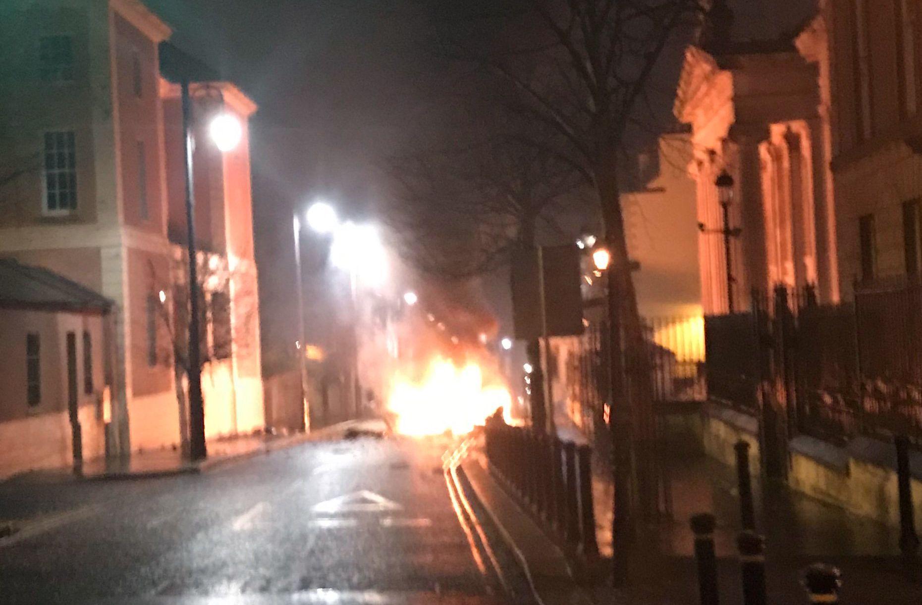 Pokolgép robbant Észak-Írországban