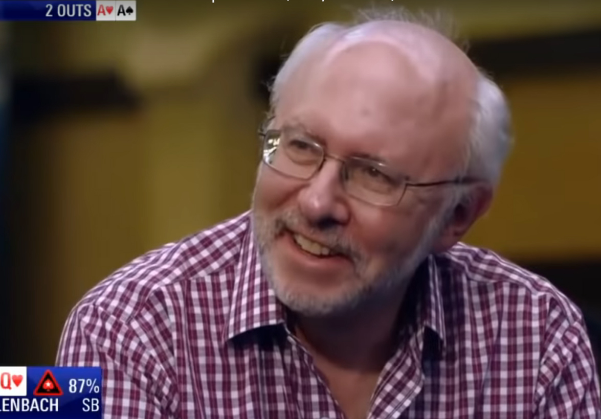 A pókerfüggő, aki úgy lett úrrá a szenvedélyén, hogy játékban maradt, de a nyereményt elosztogatja