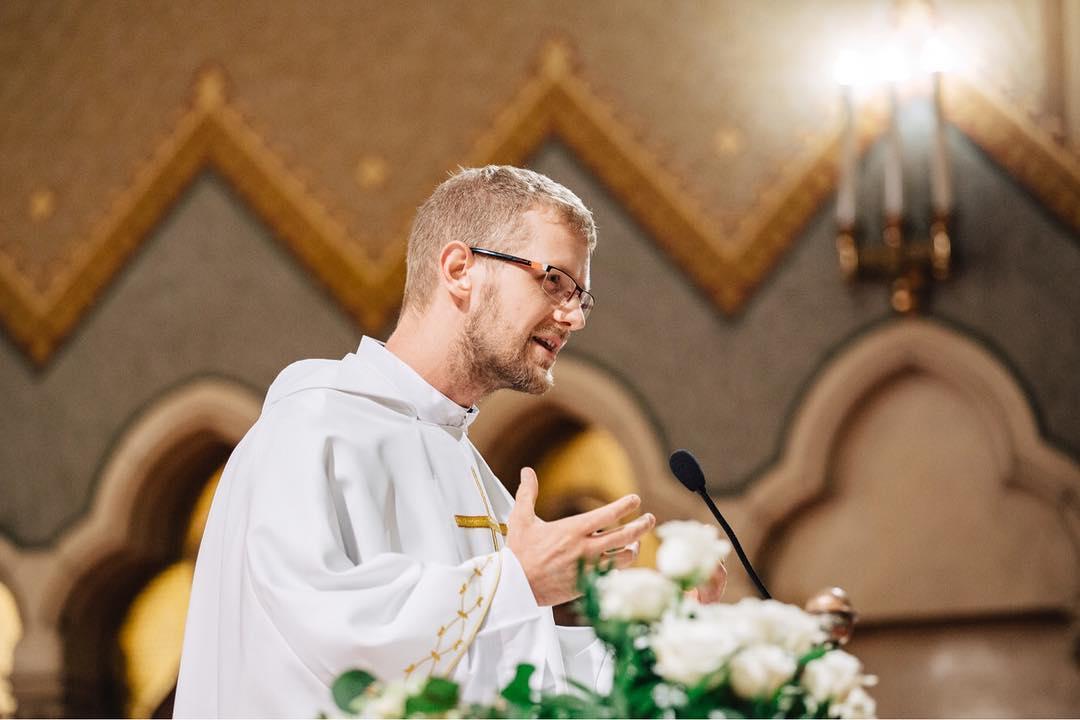 A melegeket kigyógyítani szándékozó pap is megszólalt, miután botrány kerekedett a köztévé műsorából