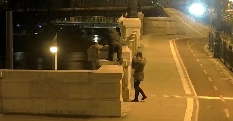 Megint letörték a kereszteket a Margit híd kőkoronáiról