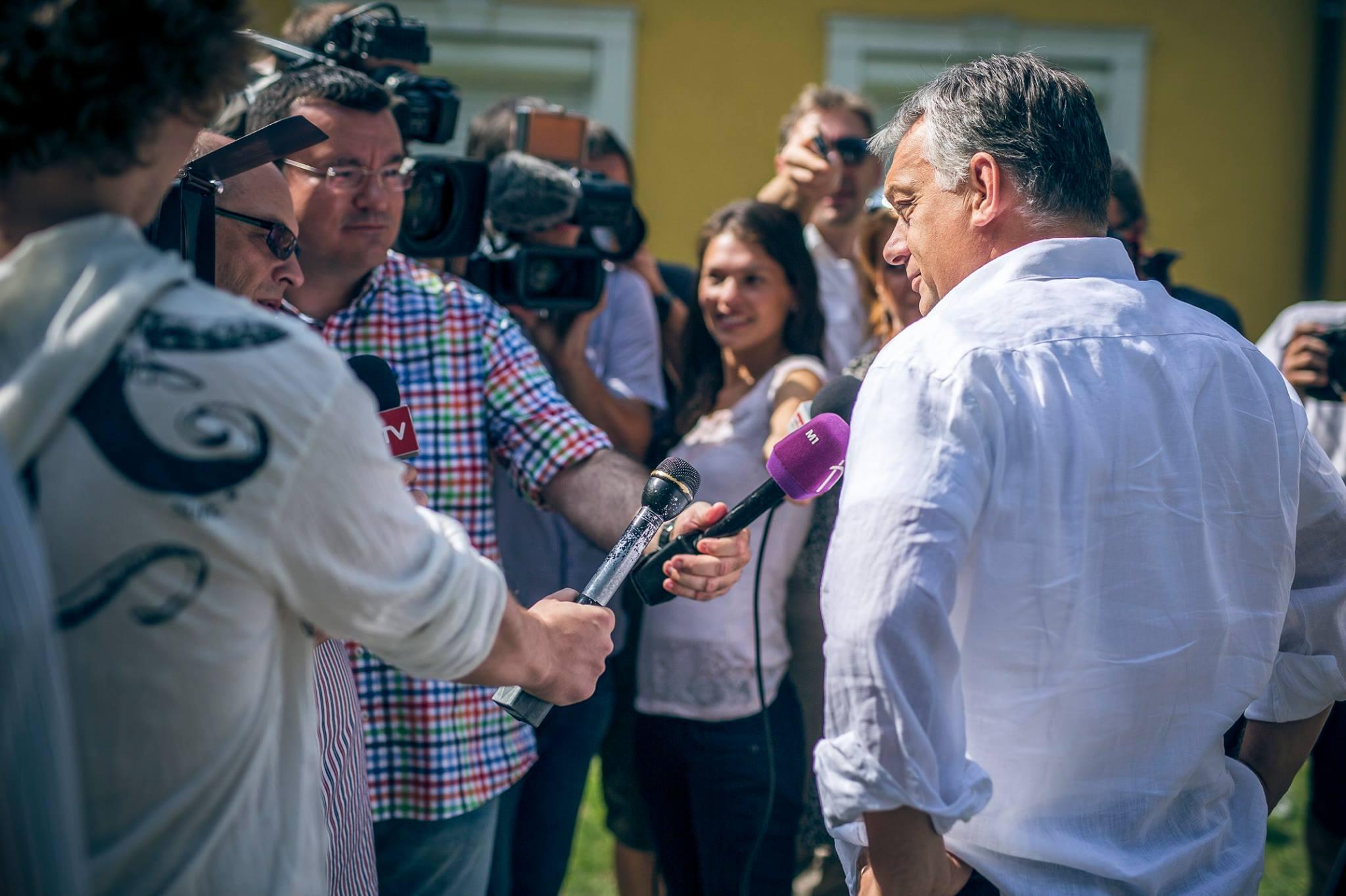Orbán híveinek muszáj elhinniük ezt a hazugságot, különben az egész világképük omlik össze
