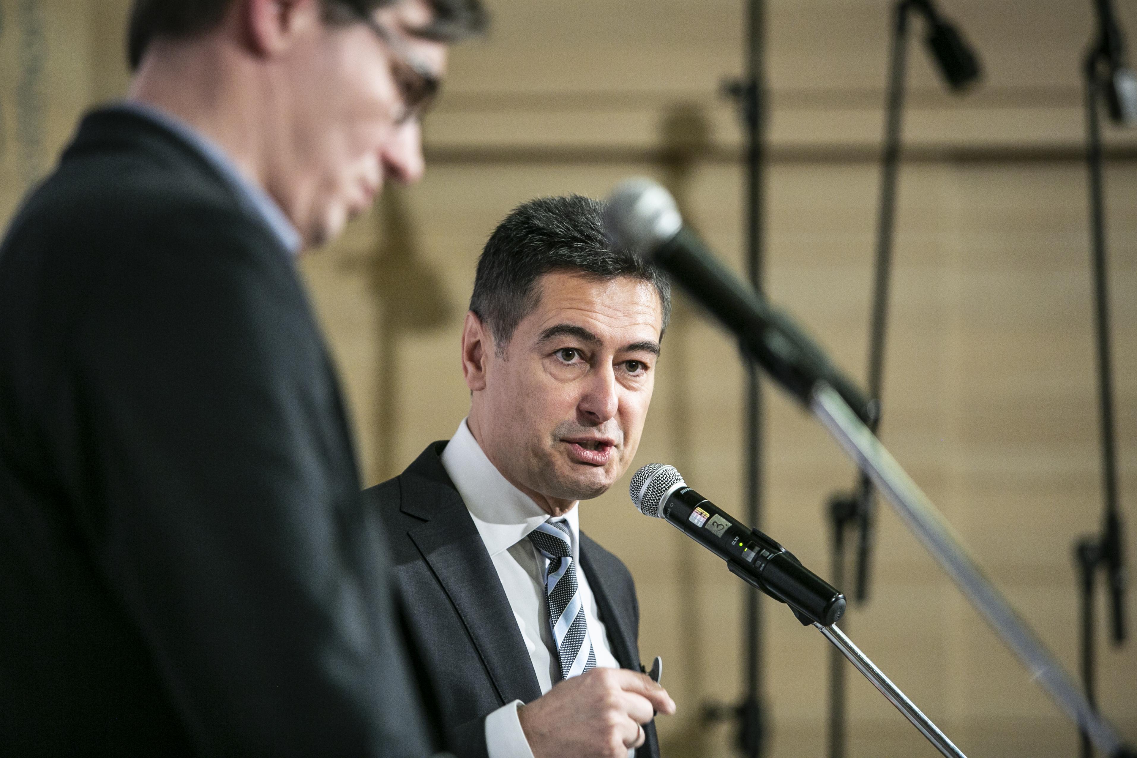 Az MSZP-s Horváth Csaba csak két hete polgármester, máris átláthatatlanabbá tenné Zuglót