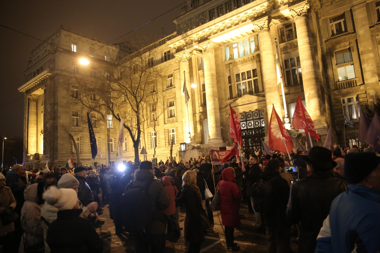 Nem lehet szabálysértés, ha egy újságíró tüntetésről tudósít