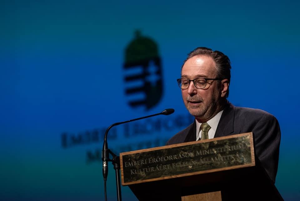 Nem áll nyerésre a magyar nyelvvel folytatott heroikus küzdelmében Fekete Péter kulturális államtitkár