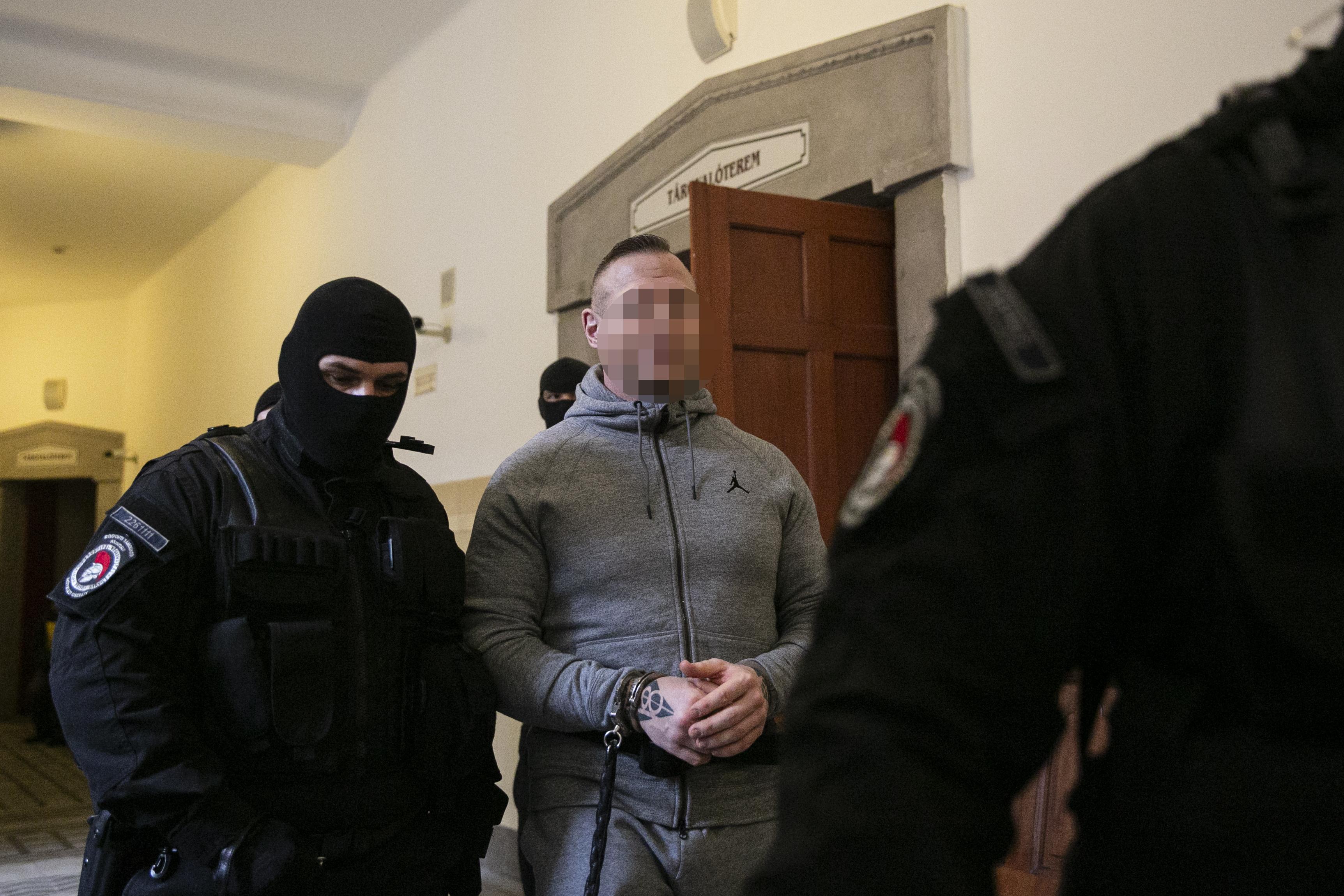 Letartóztatták M. Richárdot