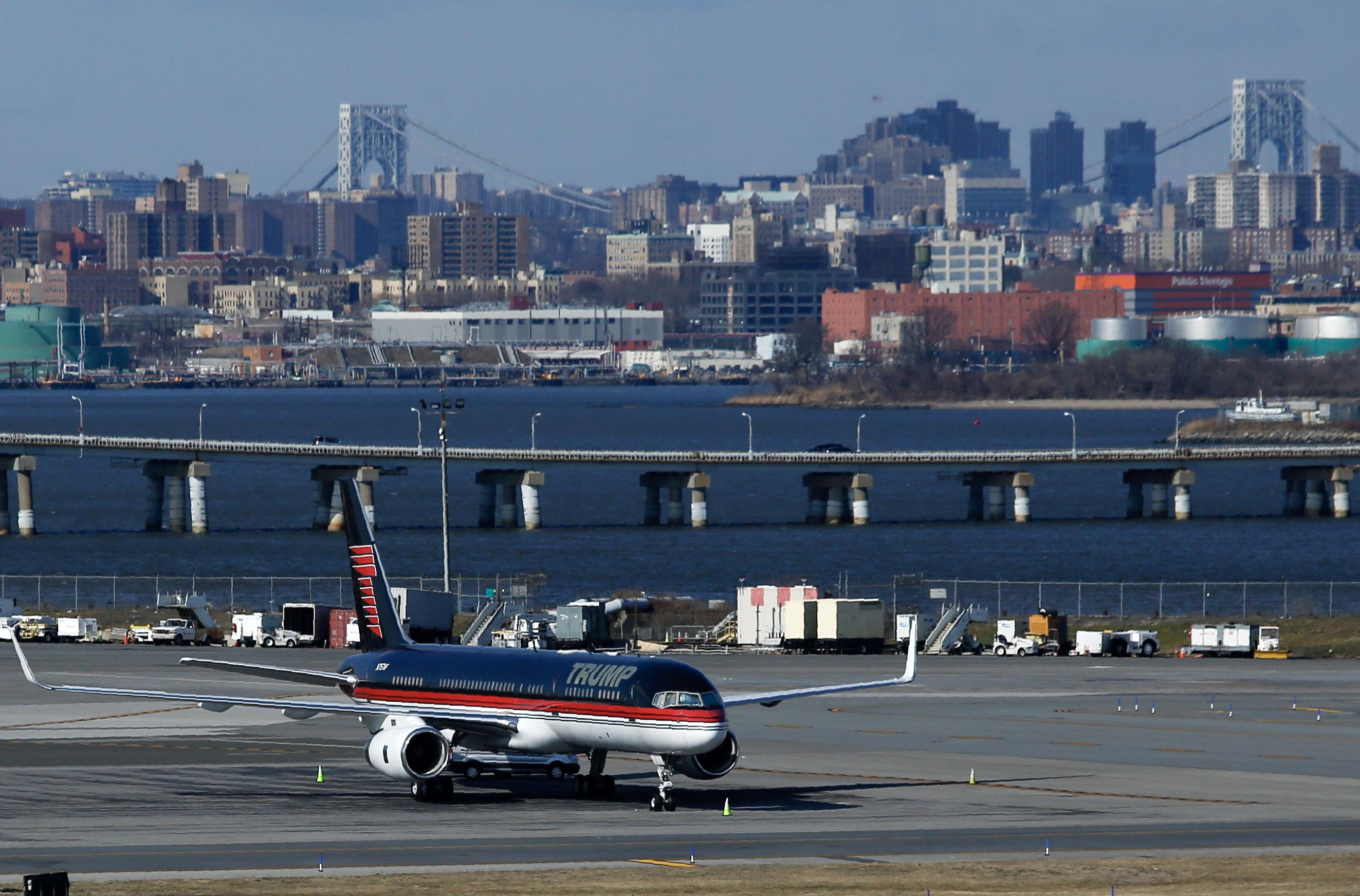 Az Egyesült Államok három nagy repülőterén is akadozik a forgalom a kormányzati leállás miatt