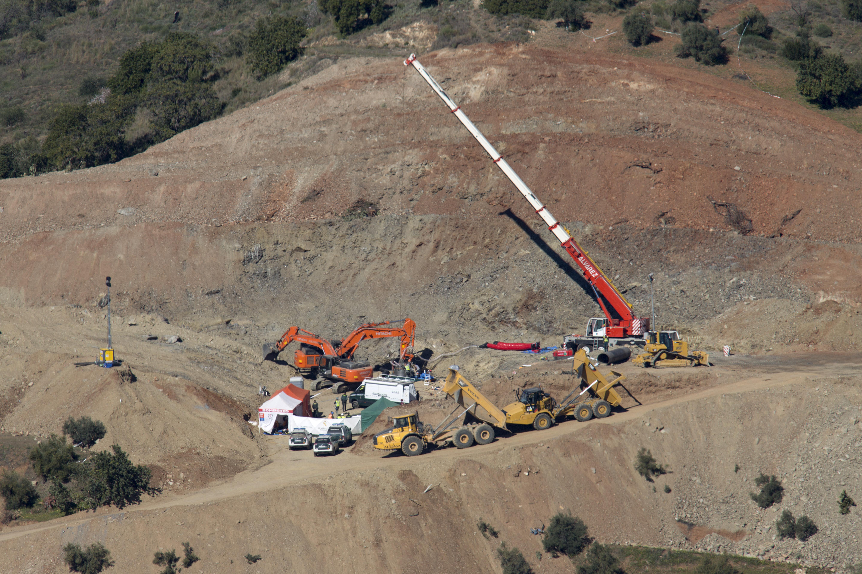 Nagyon közel lehetnek a bányászok a kútba esett spanyol kisfiúhoz, de újabb akadályba ütköztek