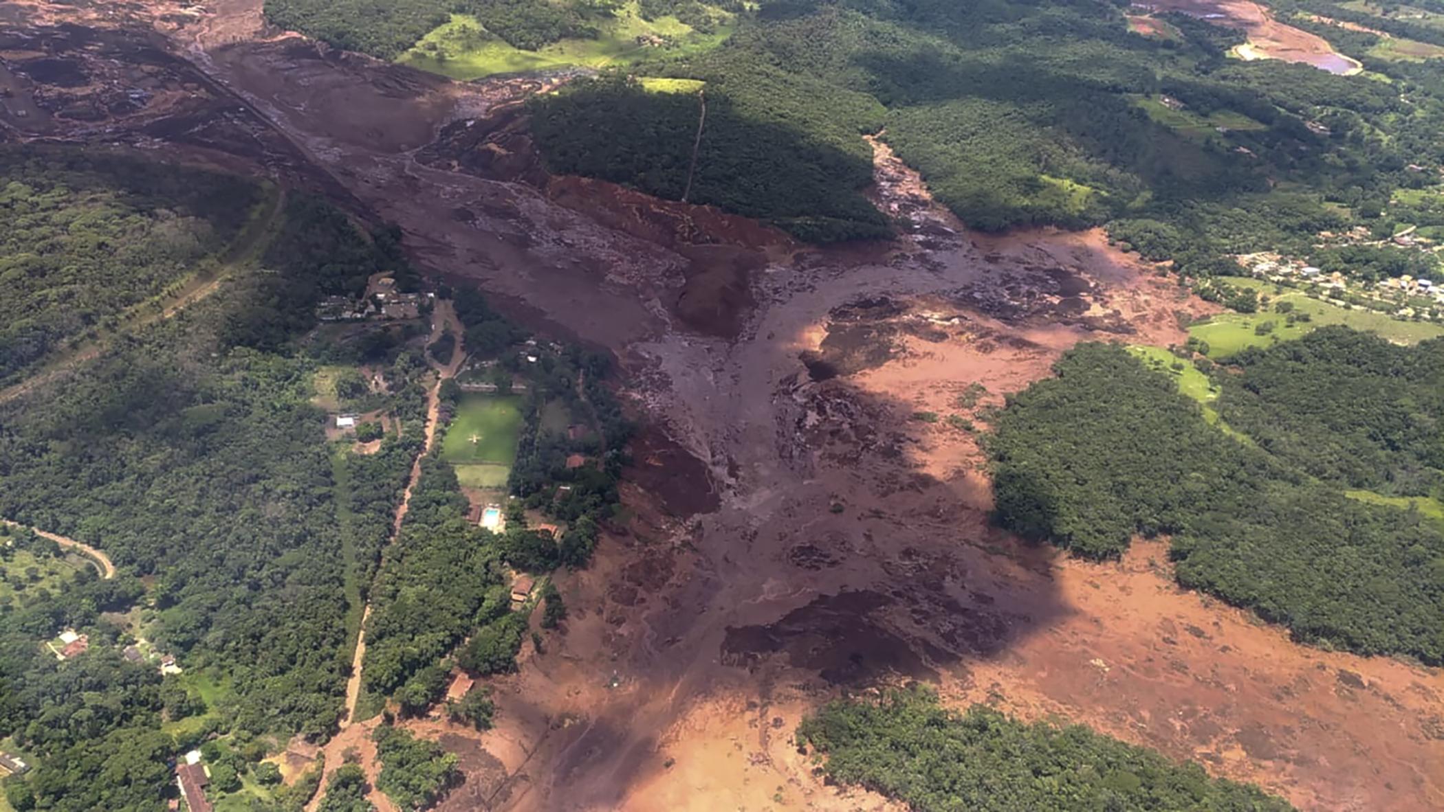 Iszaptenger öntött el egy brazil farmvidéket, 200 ember eltűnt