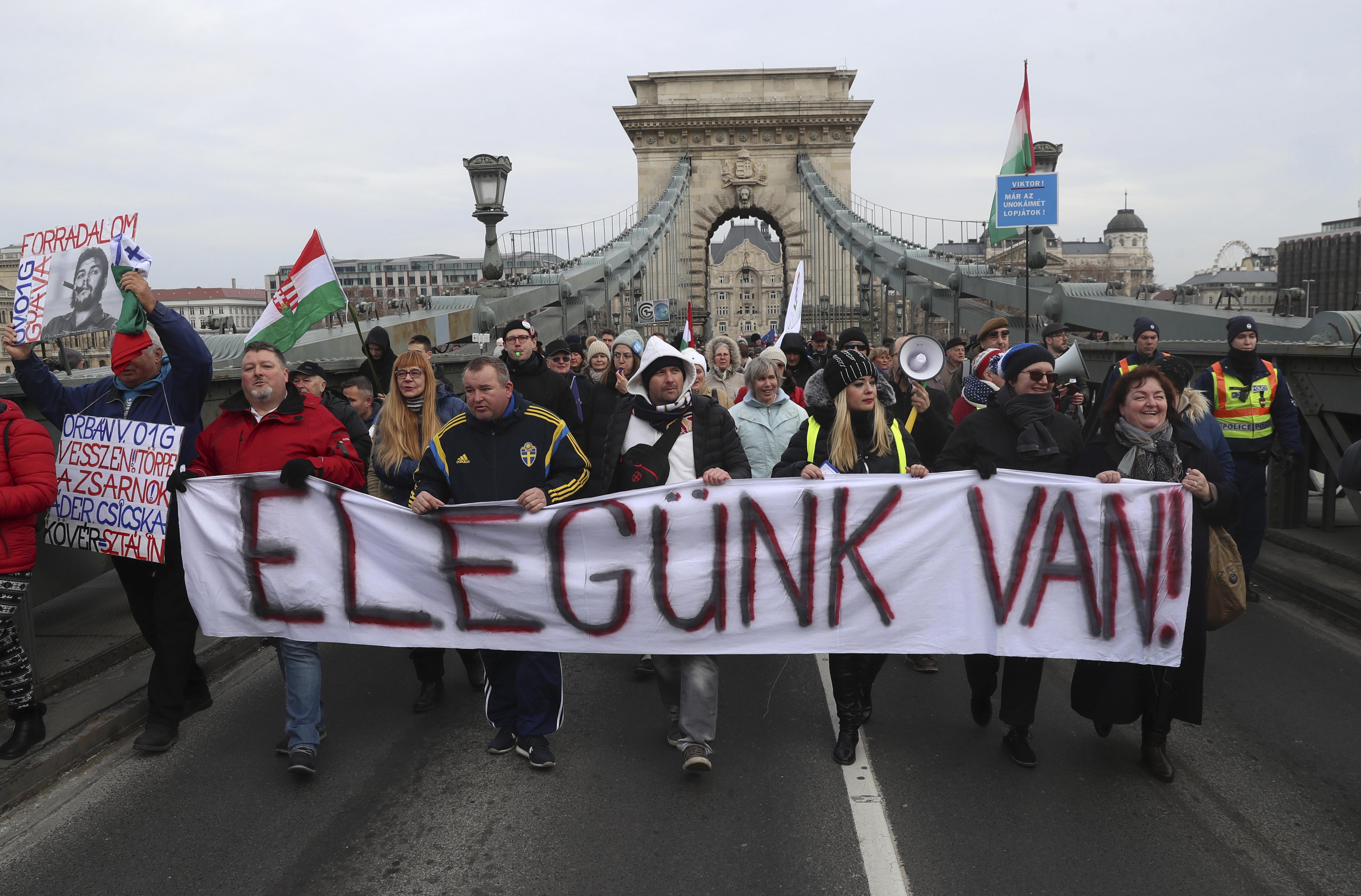 A szakszervezet adatai szerint 7500 köztisztviselő sztrájkol országszerte
