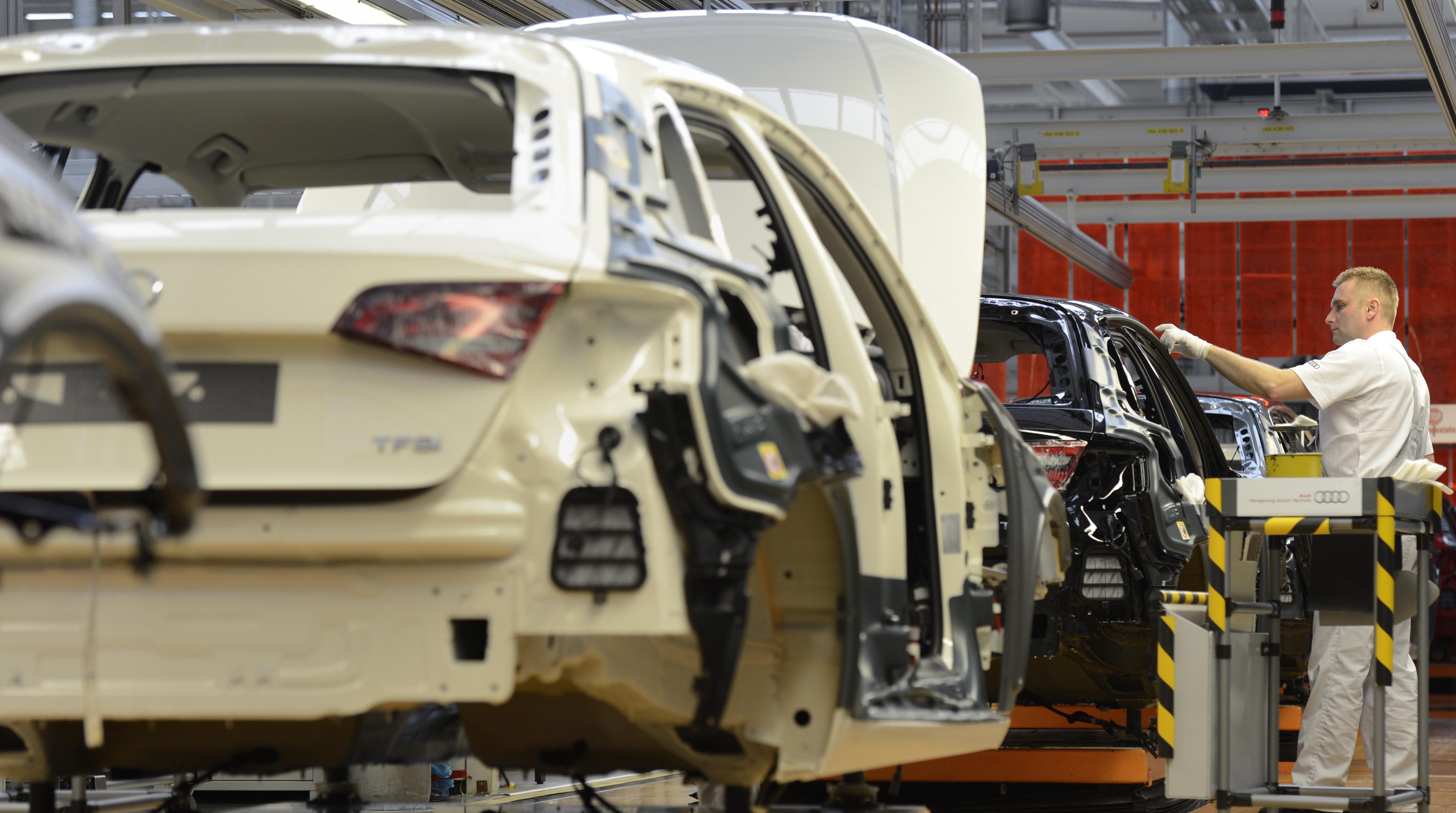 64000 milliárd forintot buknak idén az autógyárak a chipek eltűnése miatt