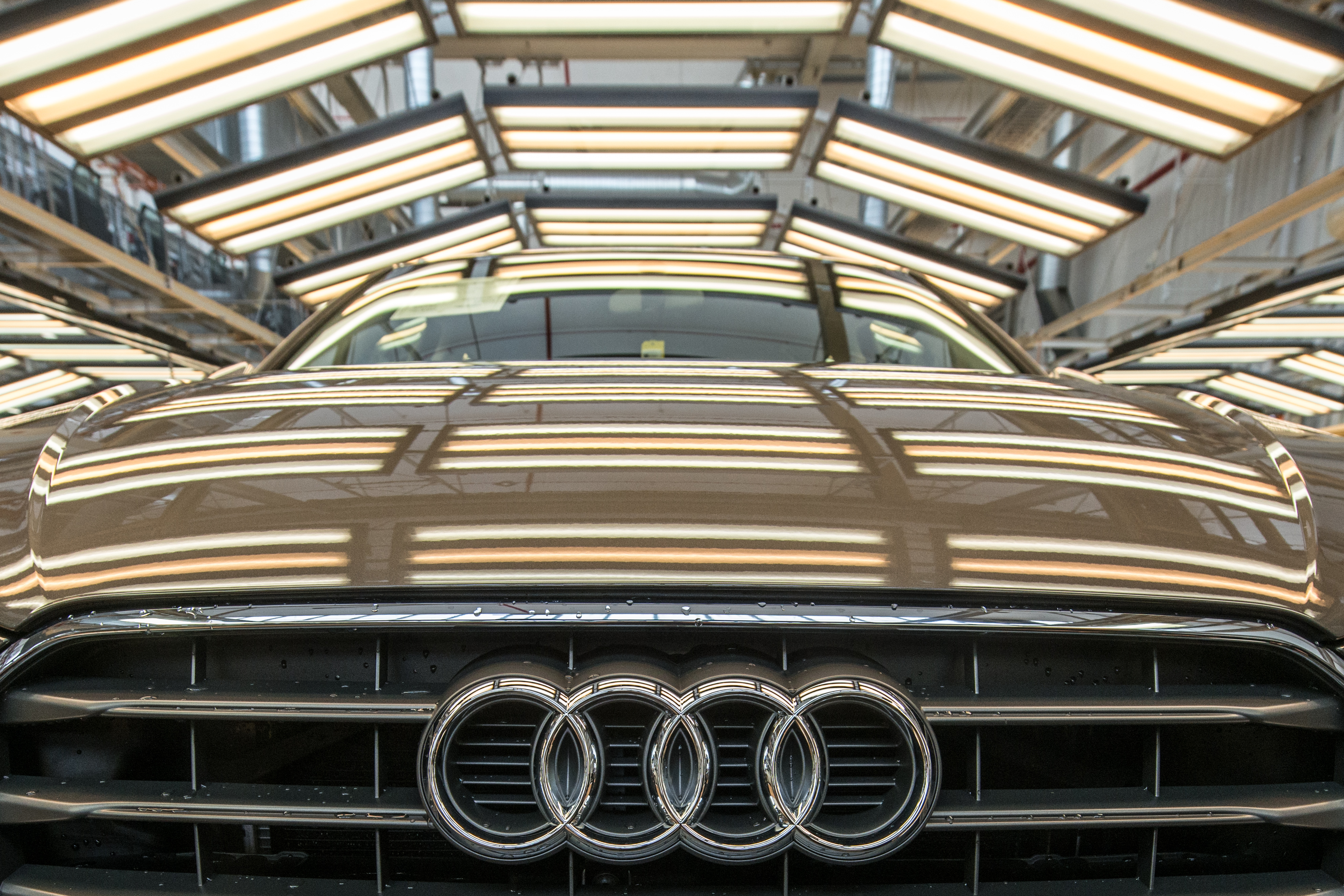 Ezernél több embert küldhetnek el az Audi győri gyárból