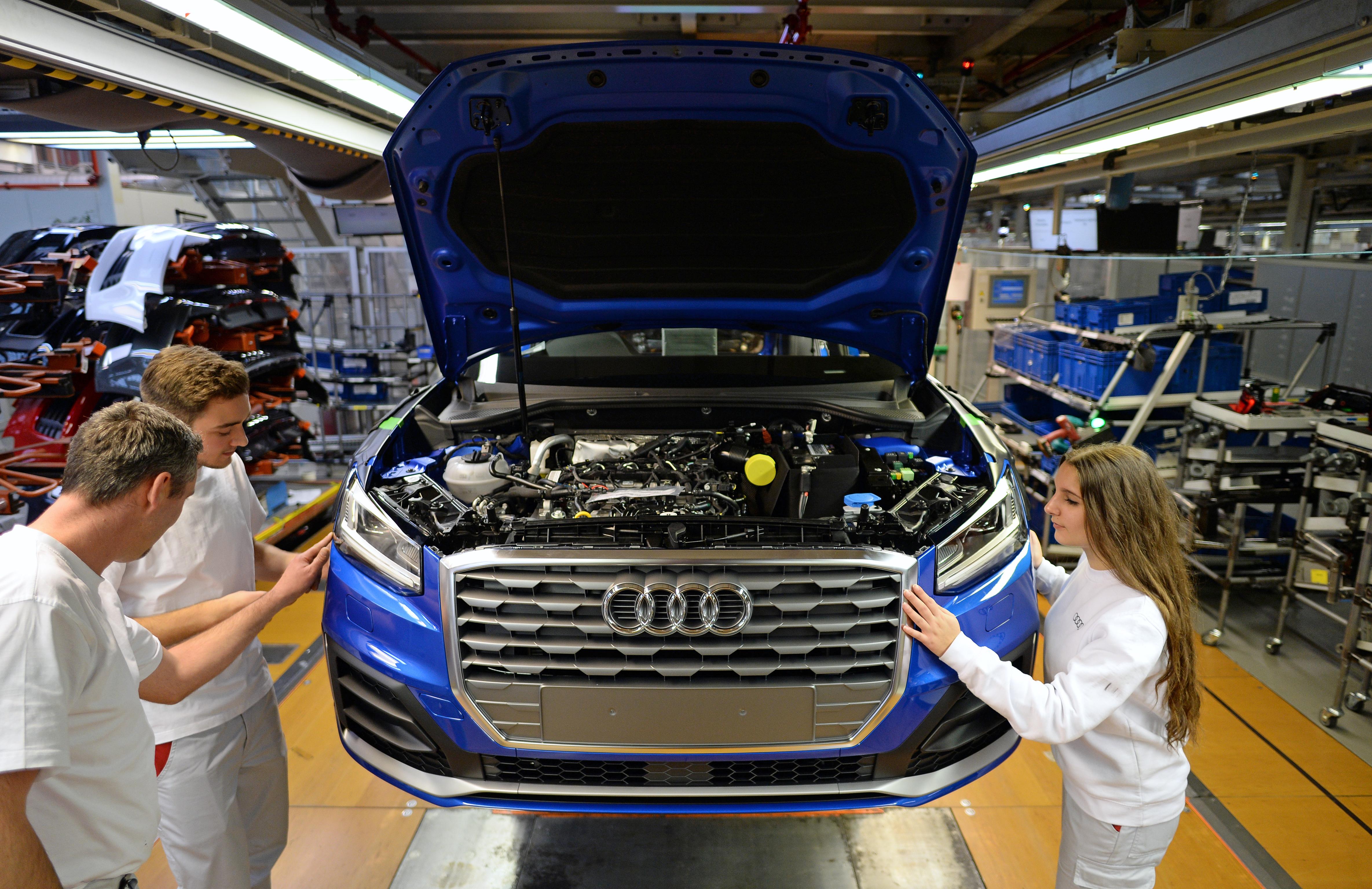 Három afgán került elő a győri Audi-gyárba érkező kamionból