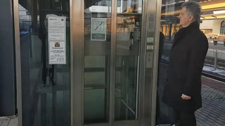 A polgármester kifakadt, hogy a 35 milliárdért felújított békéscsabai vasútállomáson egy lift sem működik