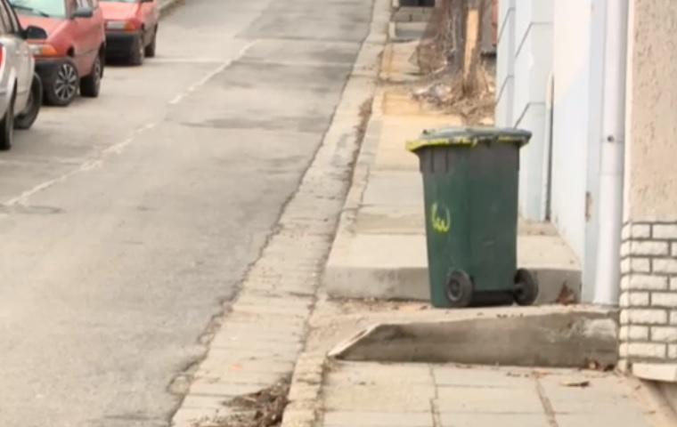 Egy pécsi utcából karácsony óta nem vitték el a szelektív hulladékot, pedig a simát igen
