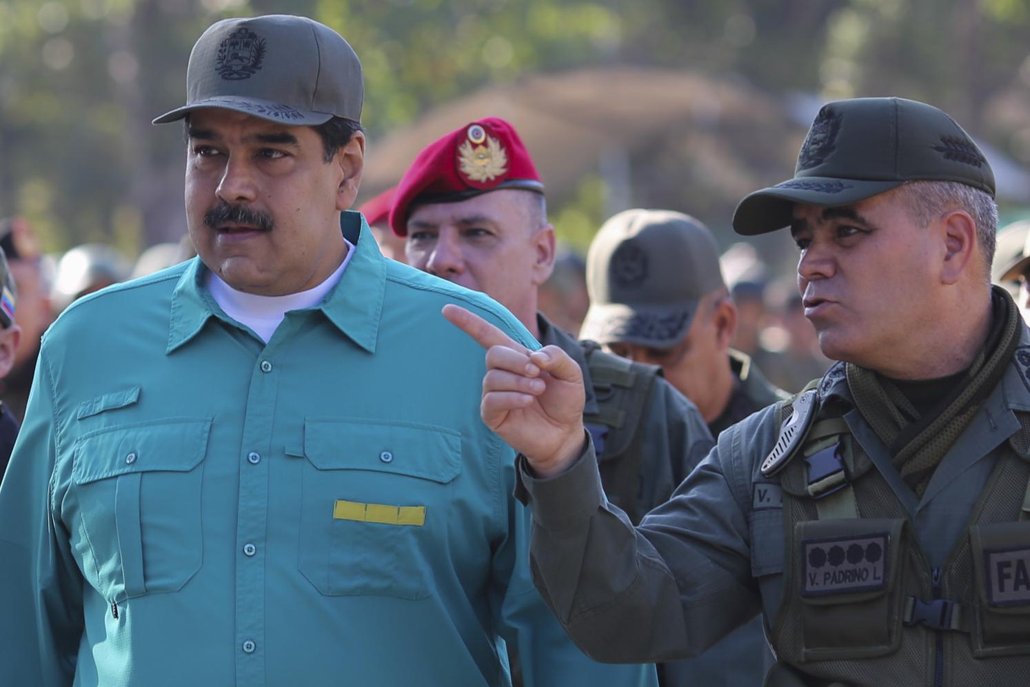 Maduro felháborodva utasította vissza, hogy az amerikaiak megvádolták drogkereskedelemmel és terrorizmussal