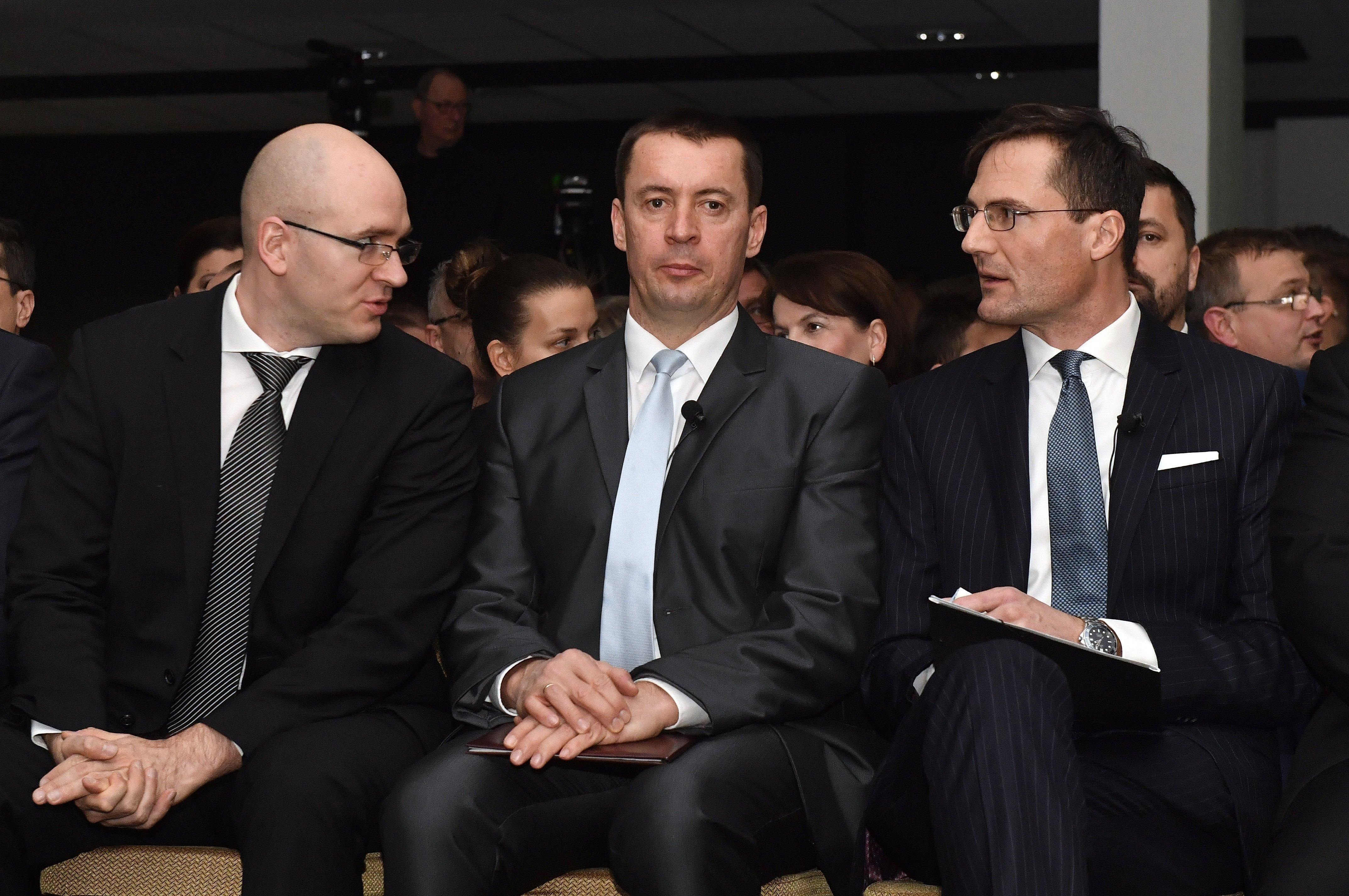 Egyelőre nem a feloszlatás a téma a Jobbiknál, Sneider végsőkig tartó harcot ígért