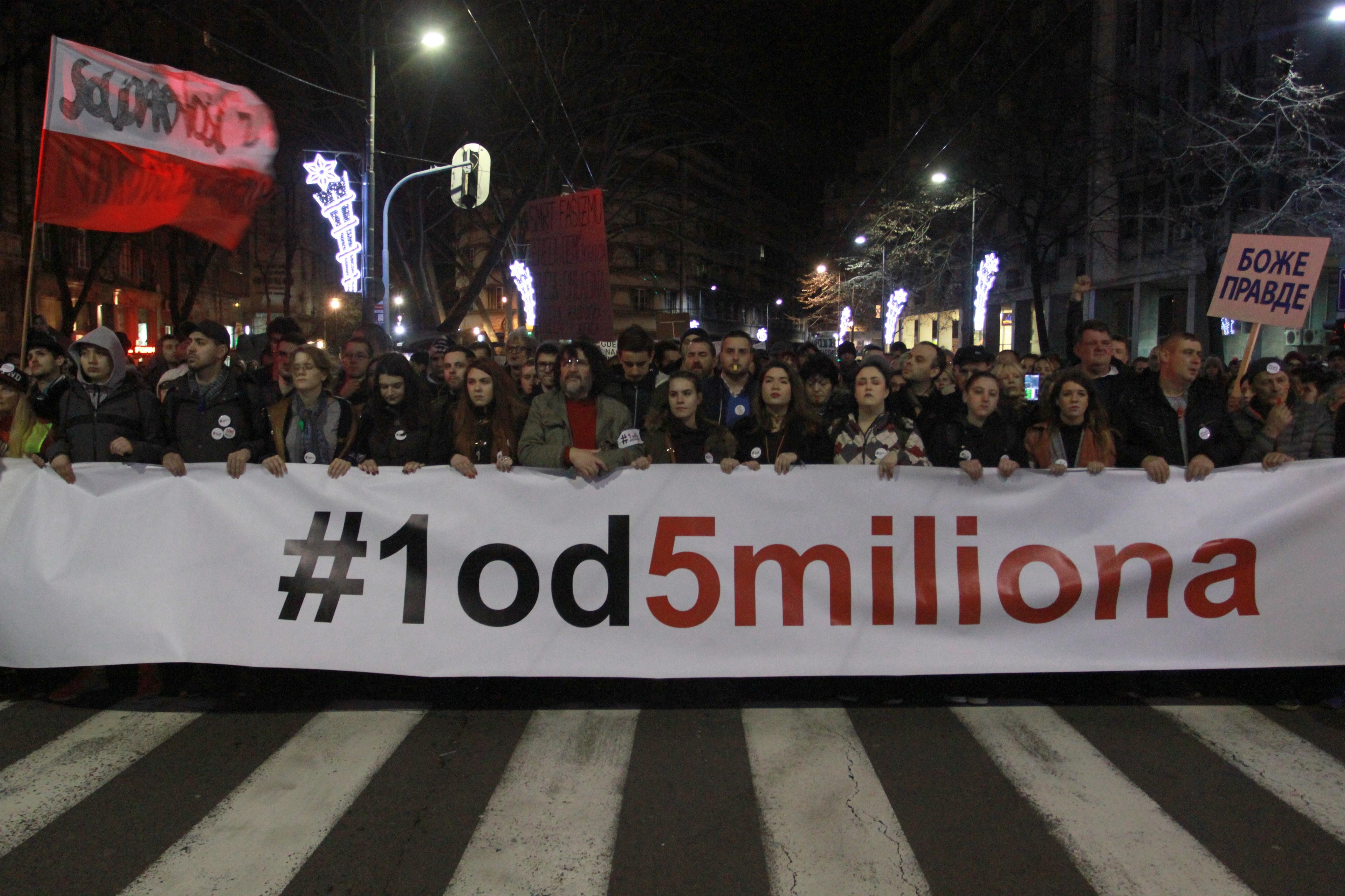 Ismét ezrek tüntetnek az elnök ellen Belgrádban