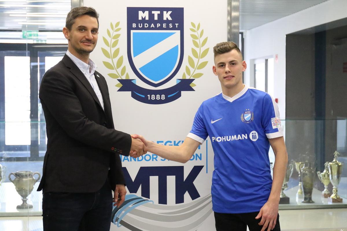 Az Ajax volt középpályását igazolta le az MTK a Genoának eladott Schäfer helyére