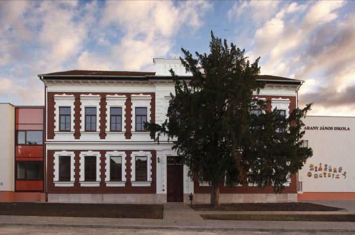 Felfüggesztették a közétkeztetést végző cég működését Lábatlanban, ahol tömegesen lettek rosszul a gyerekek