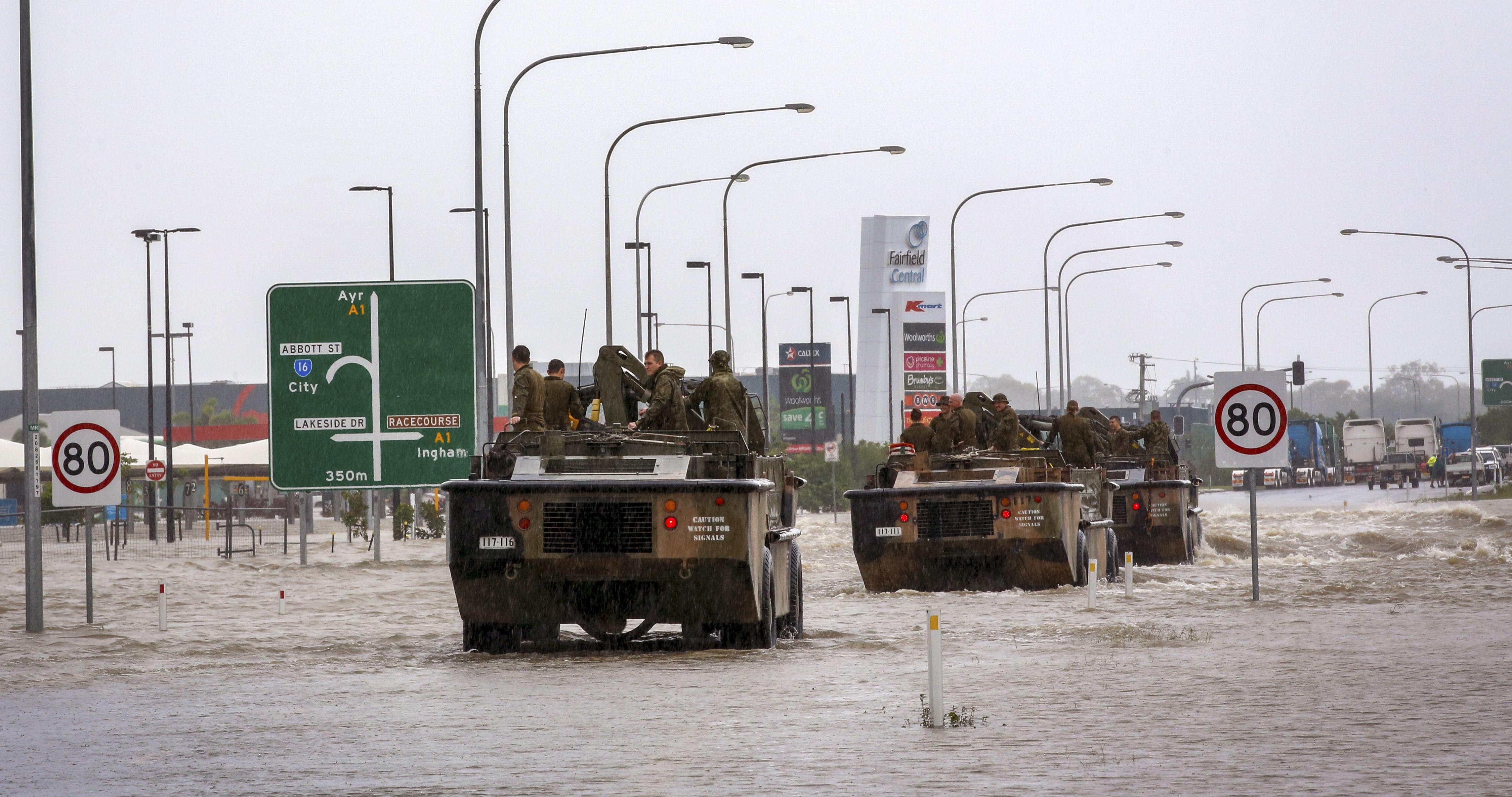 Bevetették a hadsereget az ausztrál városban, amit a nagy esőzésben krokodilok árasztottak el