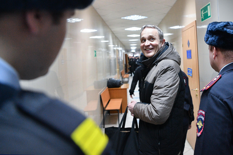This looks like a job for Keresztényüldözési Államtitkárság: Oroszországban hat év börtönre ítéltek egy dán állampolgárt, mert Jehova tanúja