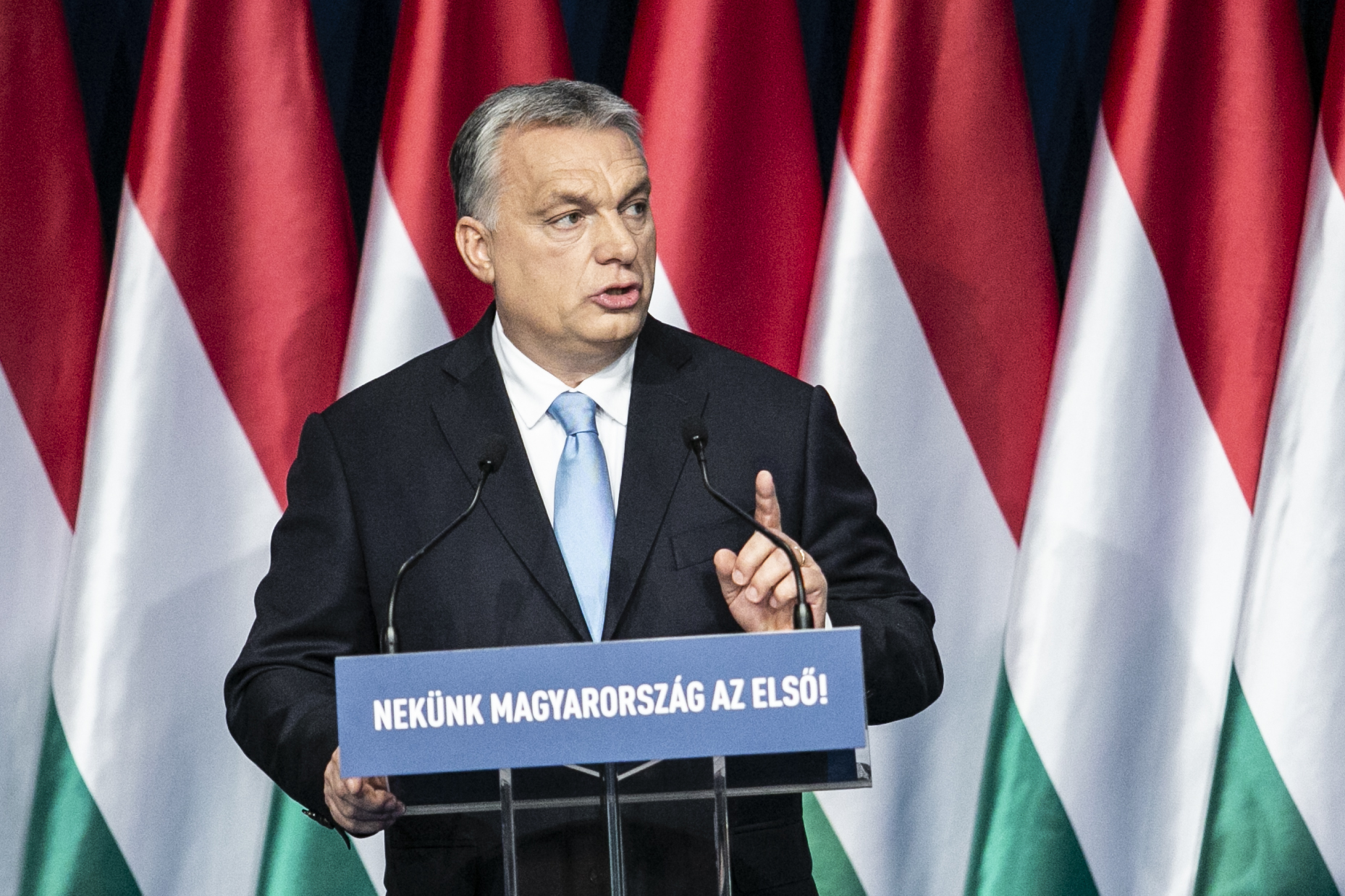 Jó, ha láthatom is, ahogy épül Magyarország - mondta Orbán, és átadta Mészáros Lőrincék új gabonafeldolgozóját